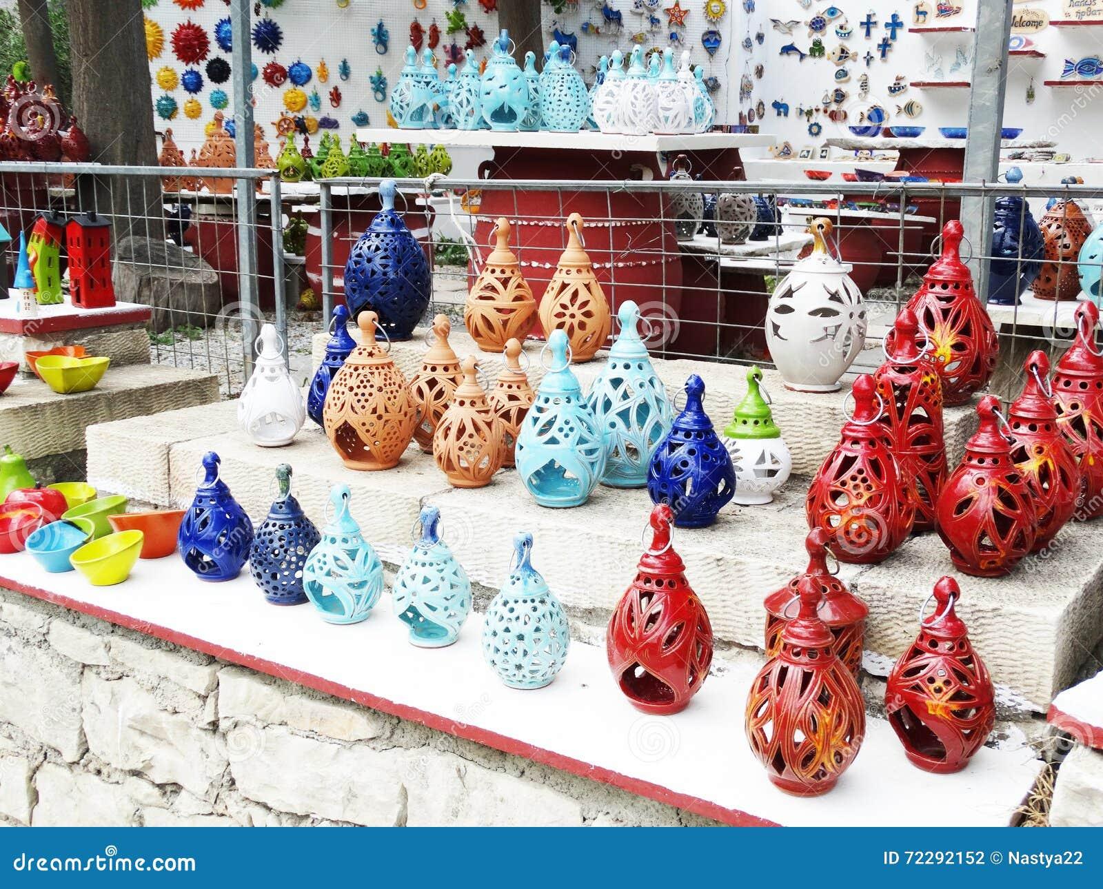 Download Традиционный керамический магазин сувениров Крит Греция Стоковое Фото - изображение насчитывающей глина, улица: 72292152
