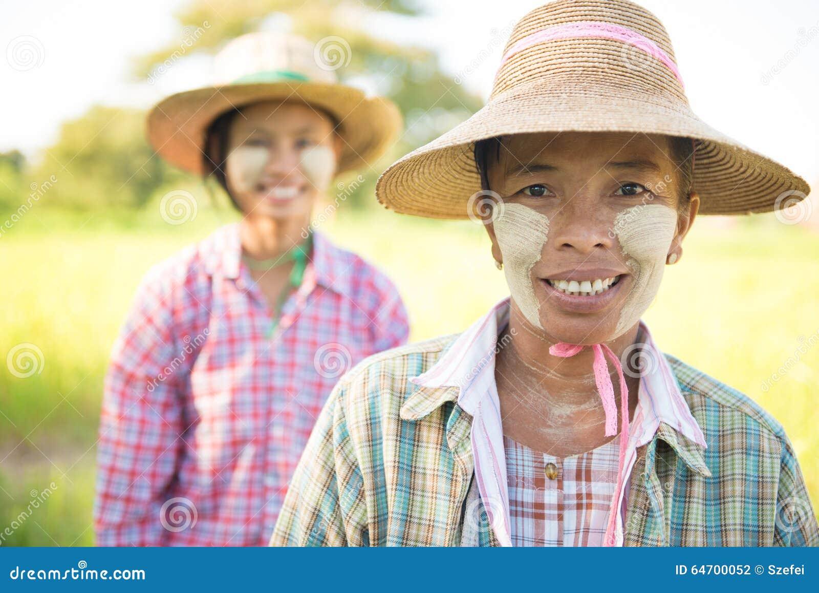 Традиционный портрет фермеров Мьянмы женский