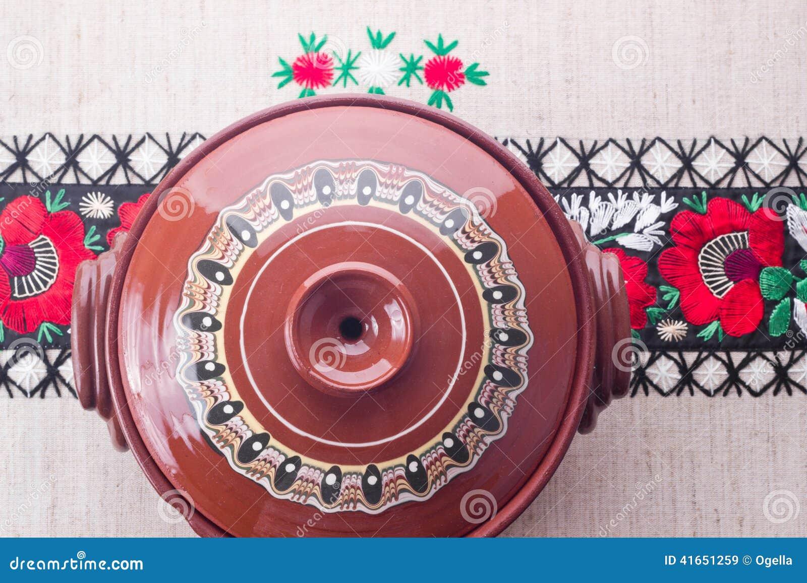 Традиционный румынский керамический бак