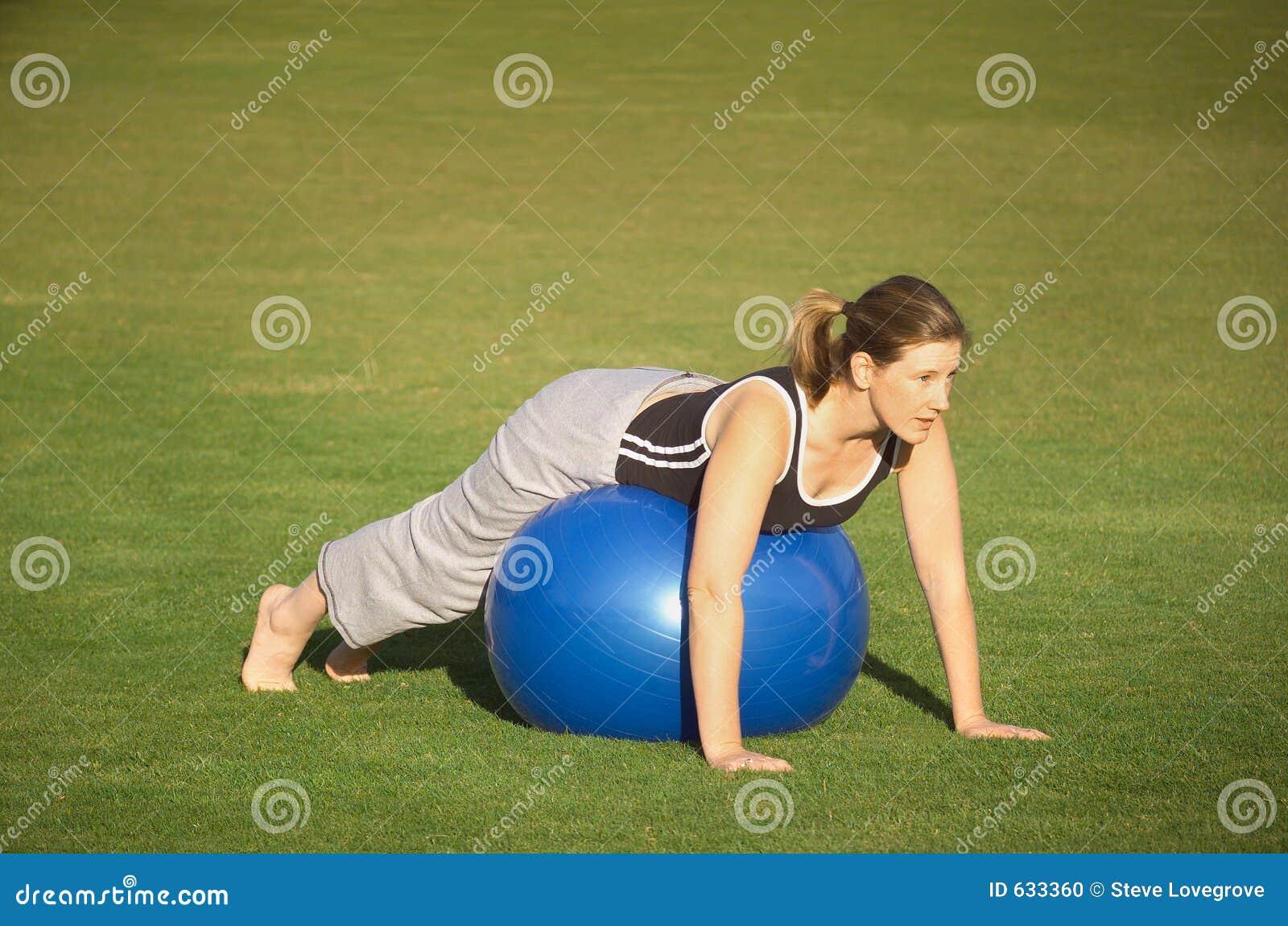 Download тренировка шарика стоковое фото. изображение насчитывающей простирание - 633360
