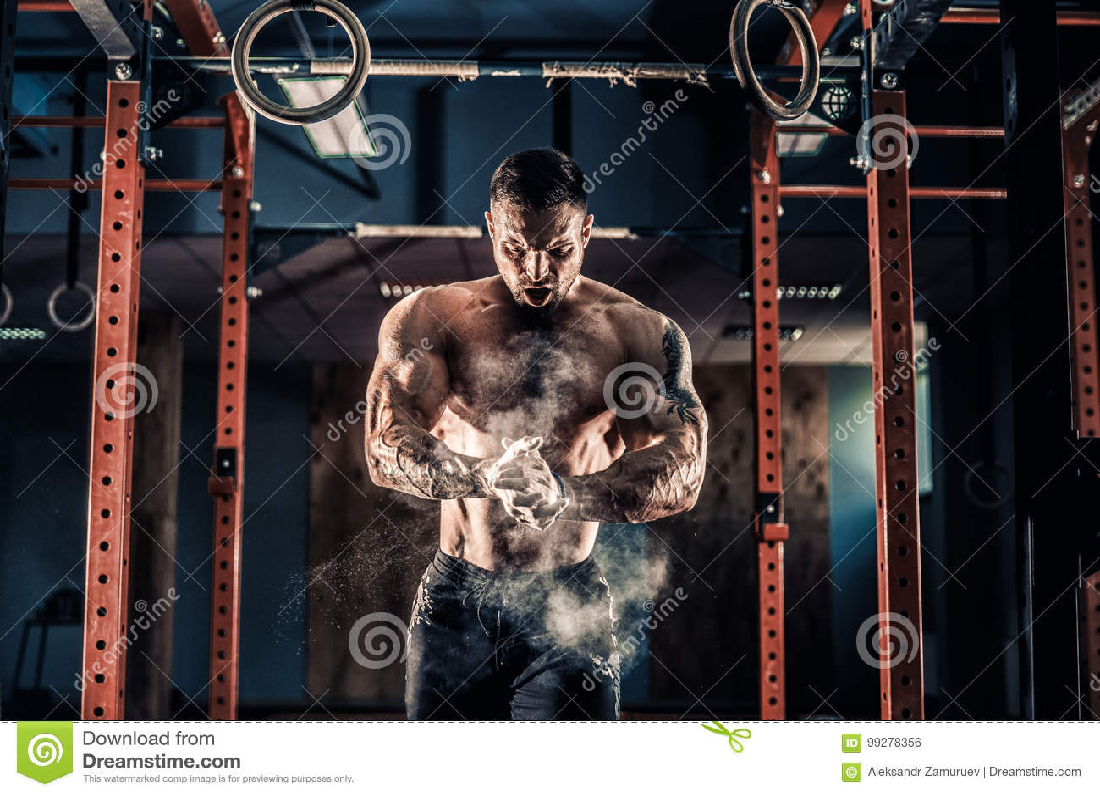 Тренировка crossfit молодого спортсмена практикуя