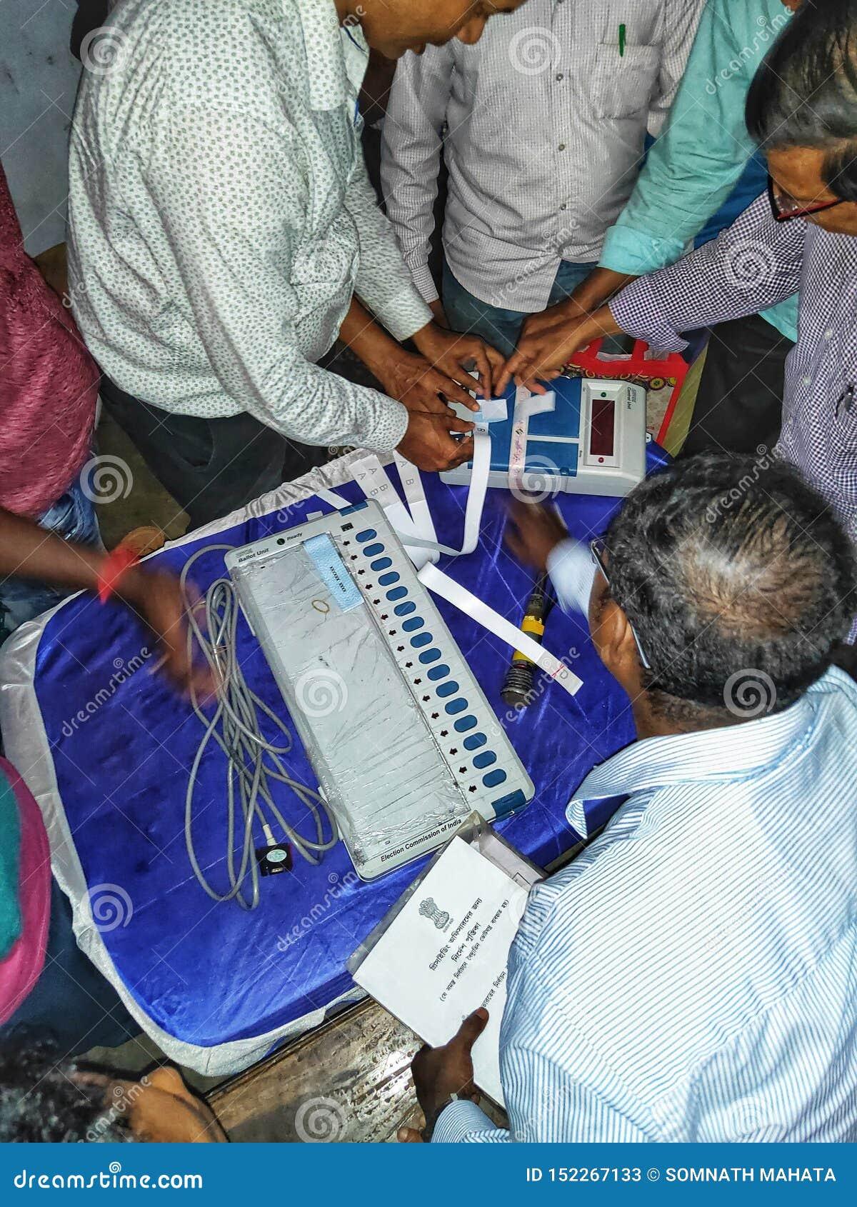 Тренируя процедура персонала полинга на избрание 2019 Lok Sabha или избрание 2019 Генеральной Ассамблеи держалась избранием
