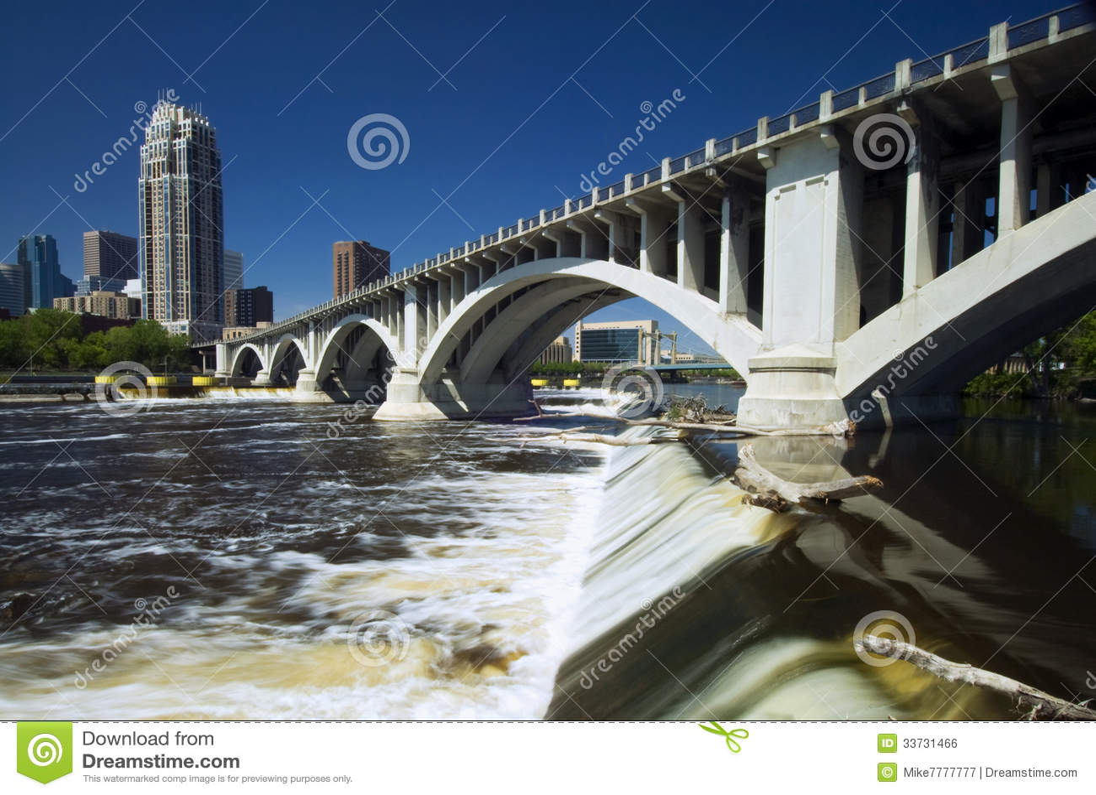 Третий мост бульвара над падениями Святого Антония. Миннеаполис, Минесота, США