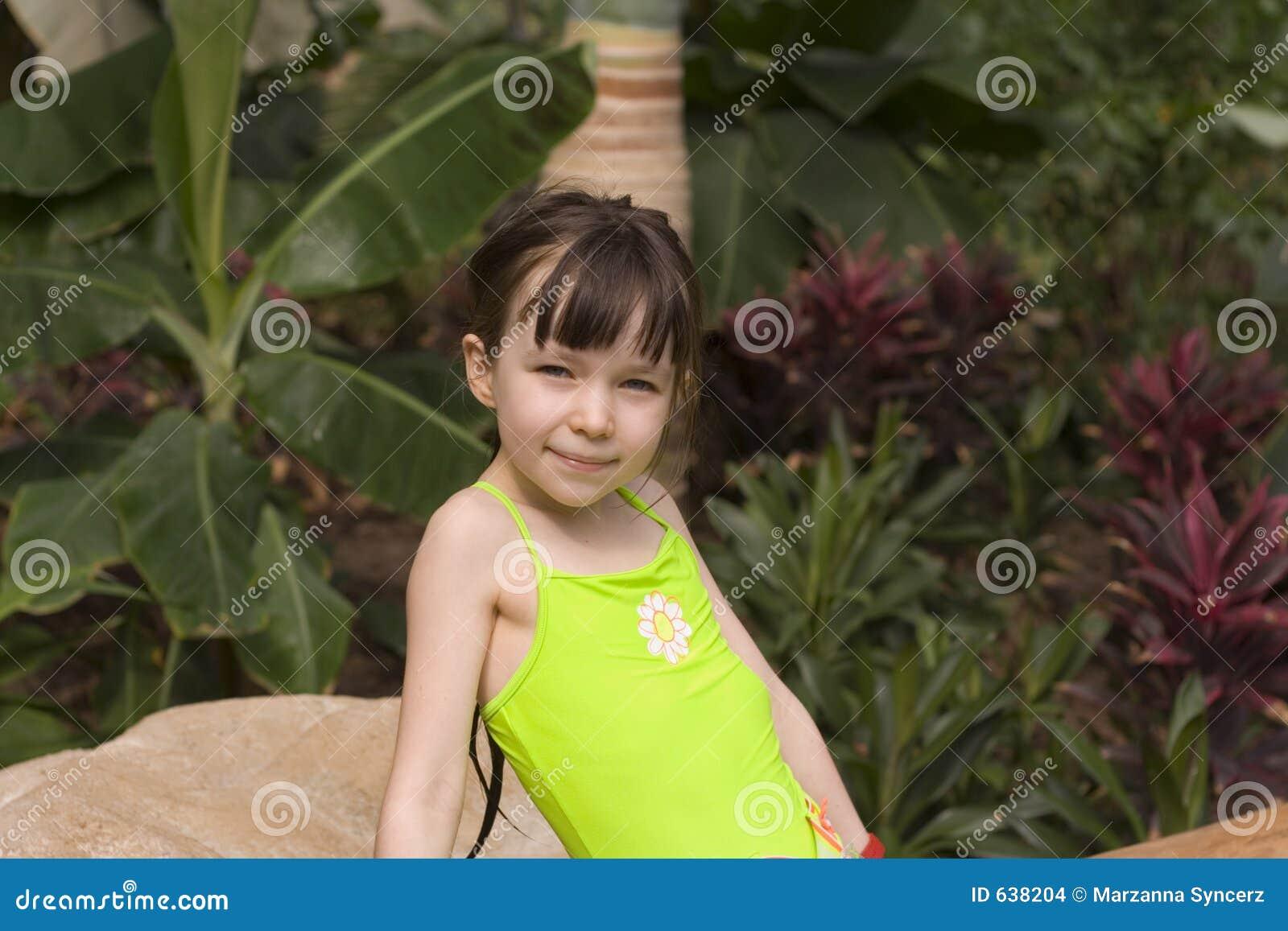 Download тропик девушки стоковое фото. изображение насчитывающей счастливо - 638204