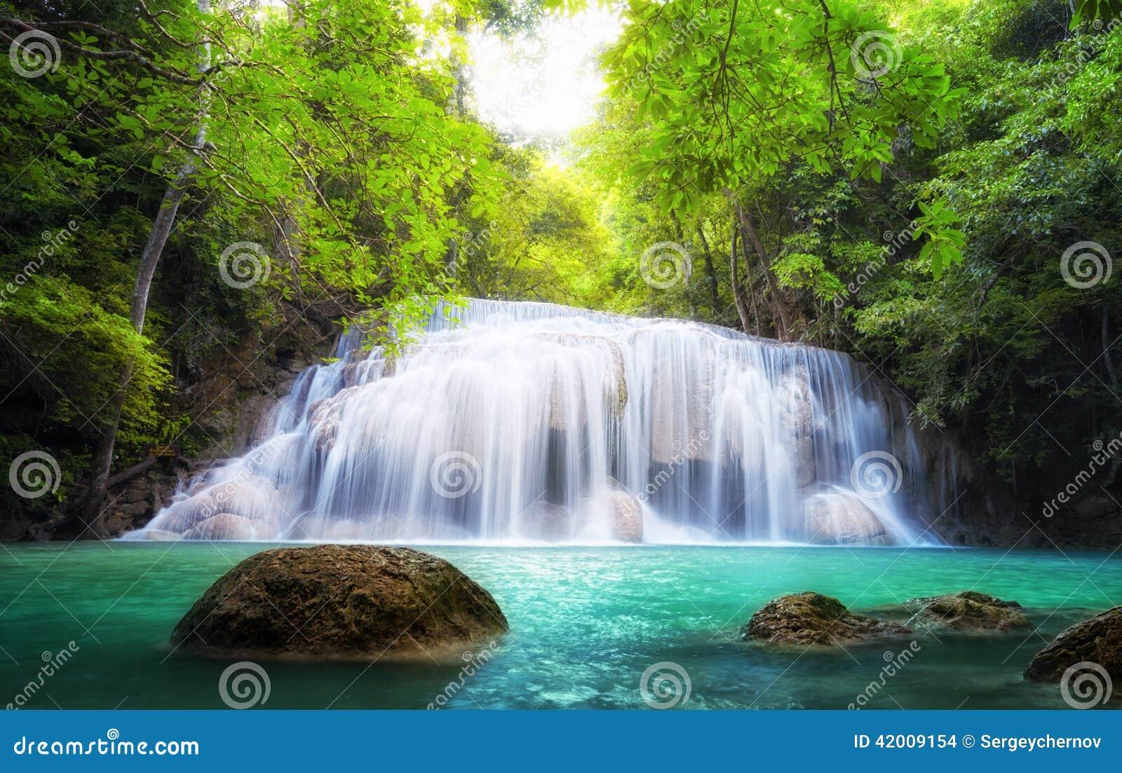 Тропический водопад в Таиланде, фотографии природы