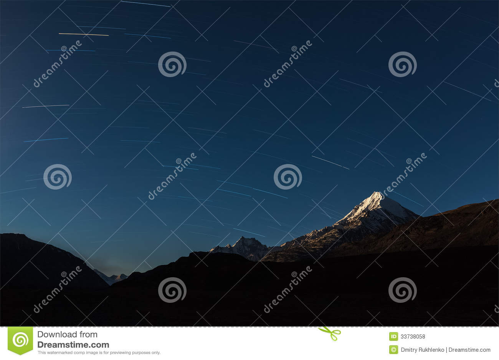 Тропки звезды над горами Гималаев.