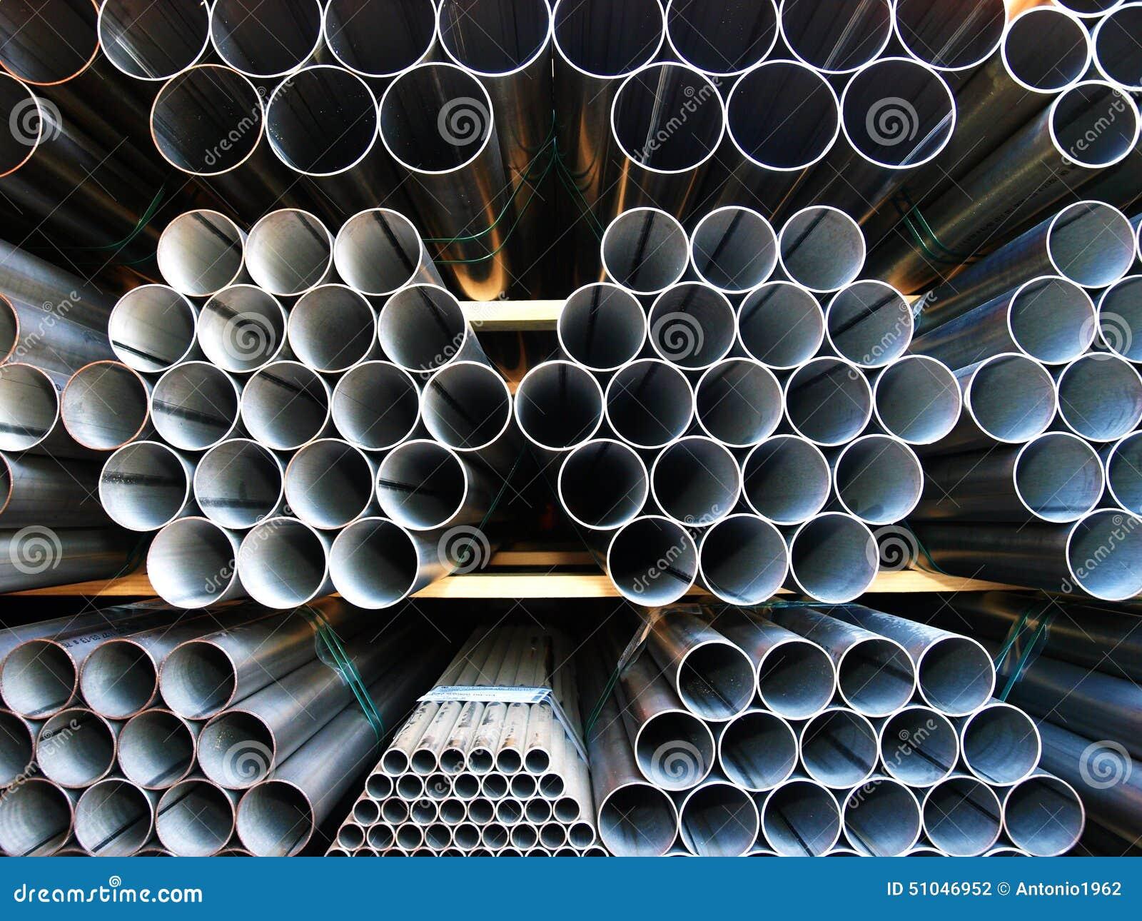 Трубы Inox стальные штабелированные на куче