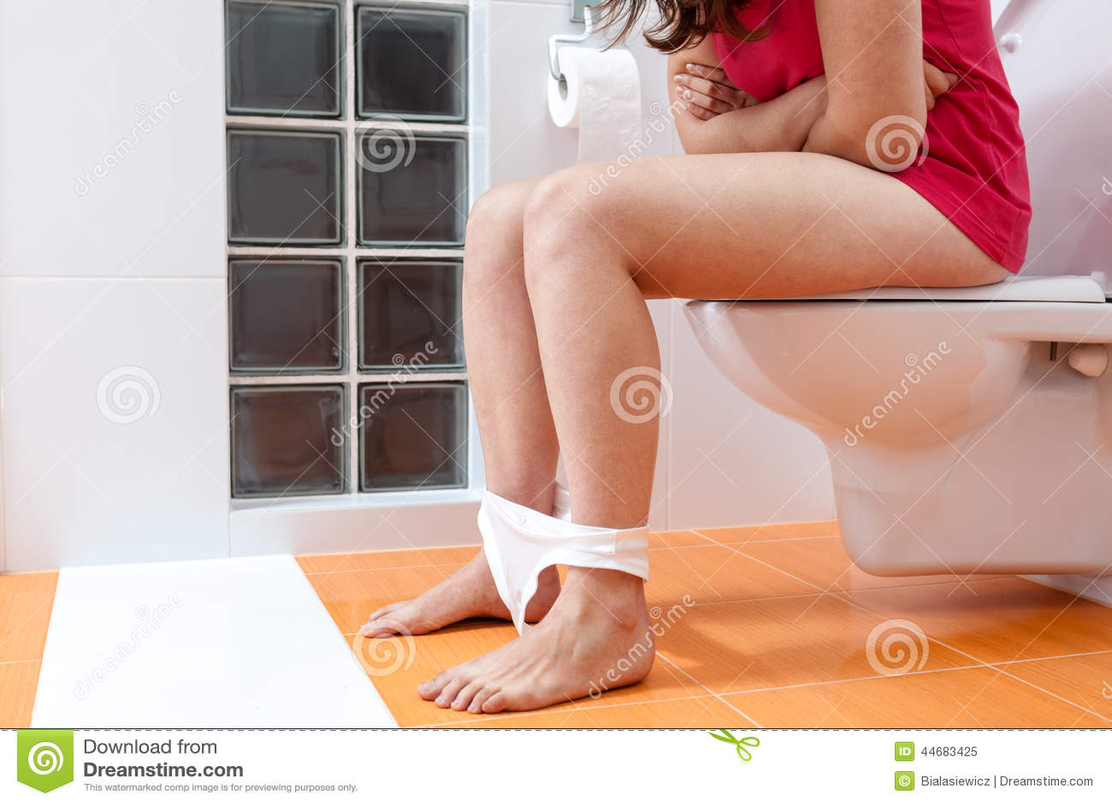 Туалет и девушки, HD cкрытая камера в женском туалете 27 фотография