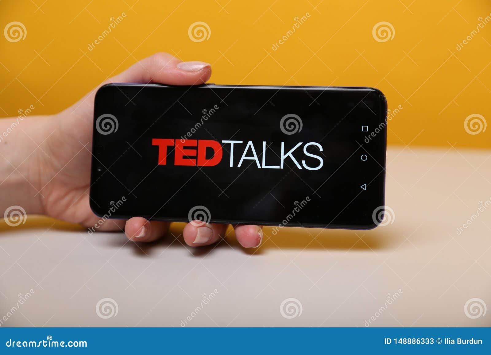 Тула, Россия - 12-ое мая 2019: Беседы Тед на дисплее телефона