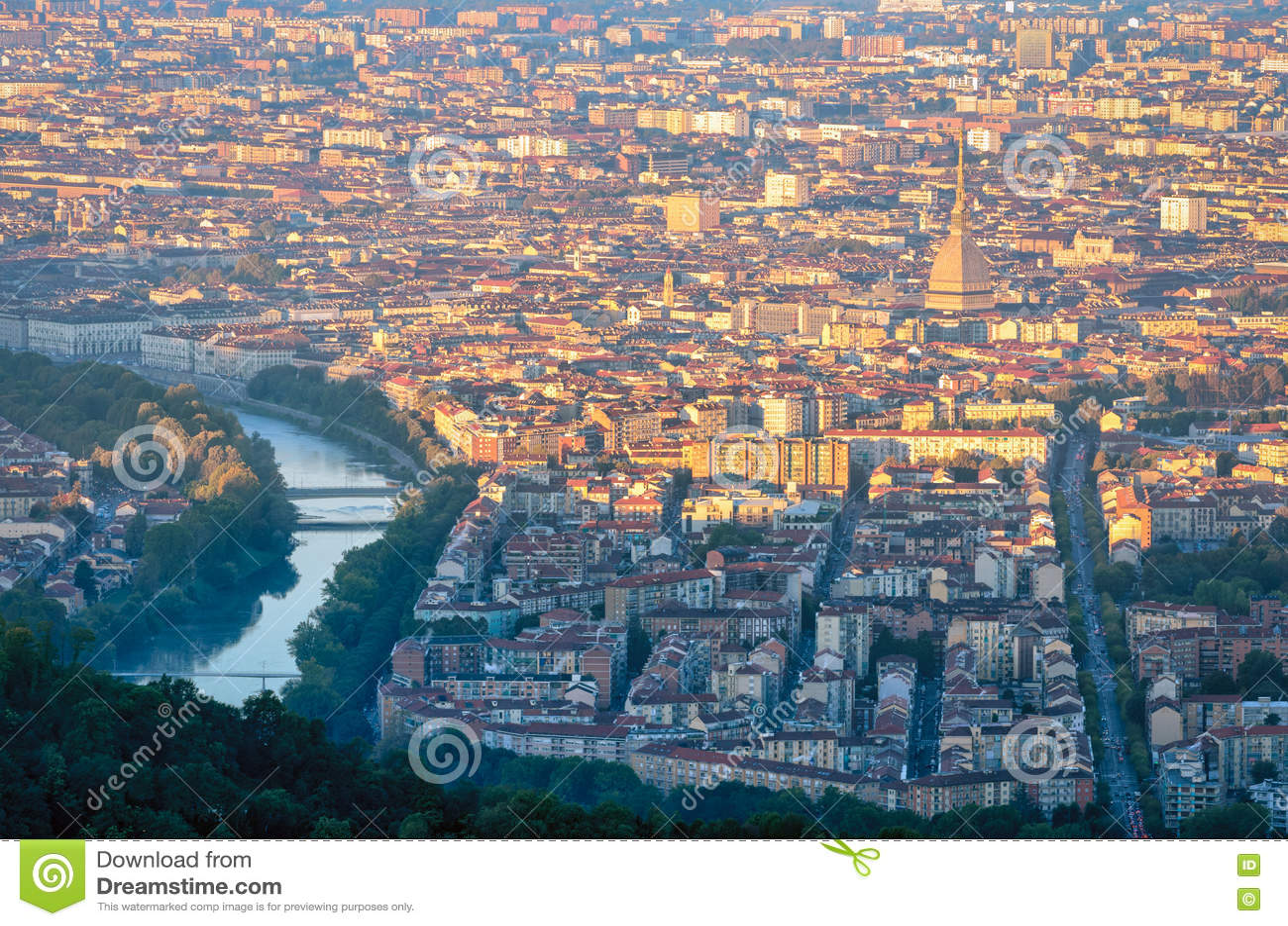 Турин & x28; Torino& x29; панорама на восходе солнца