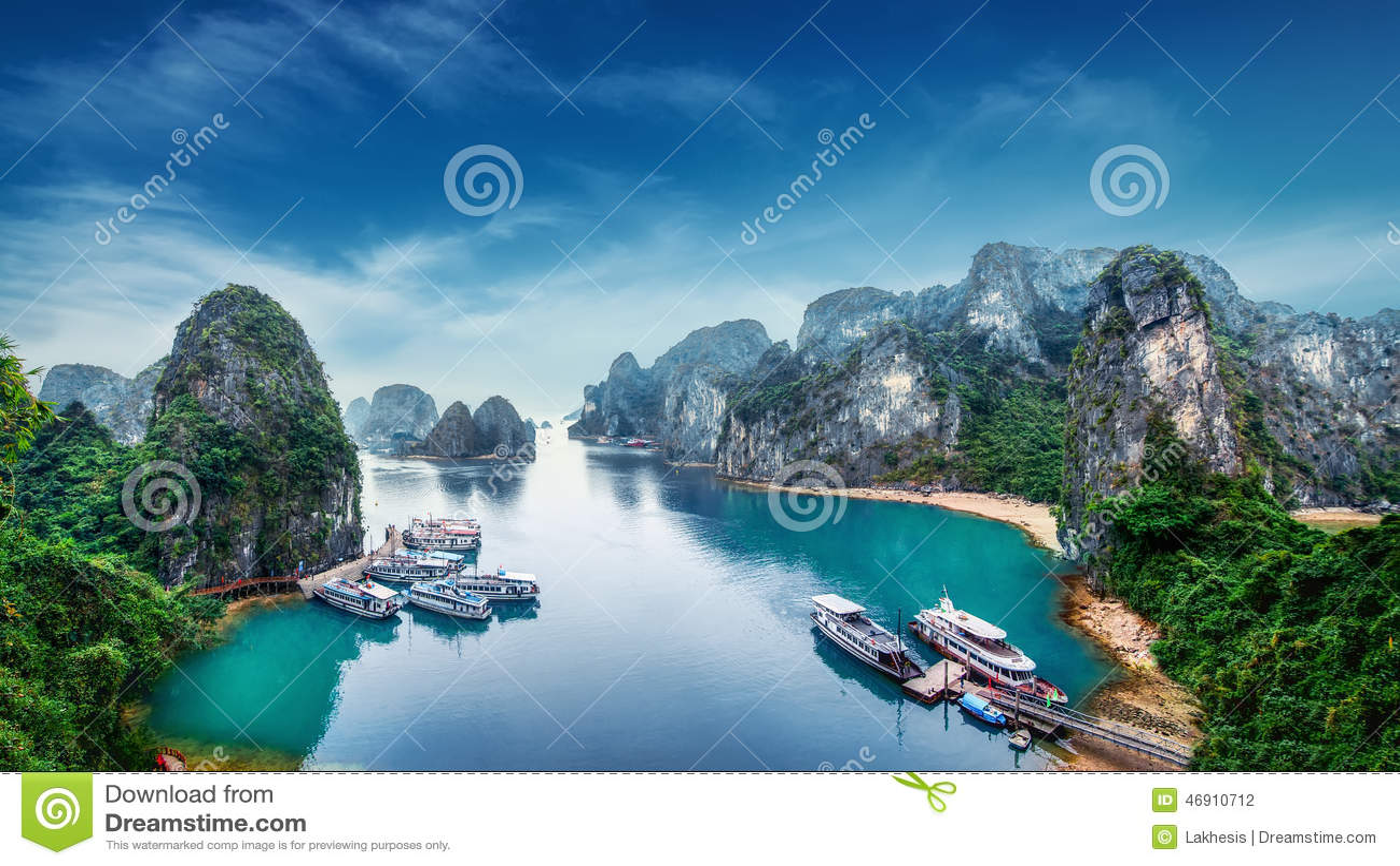 Туристские старь на заливе Ha длинном, Вьетнаме
