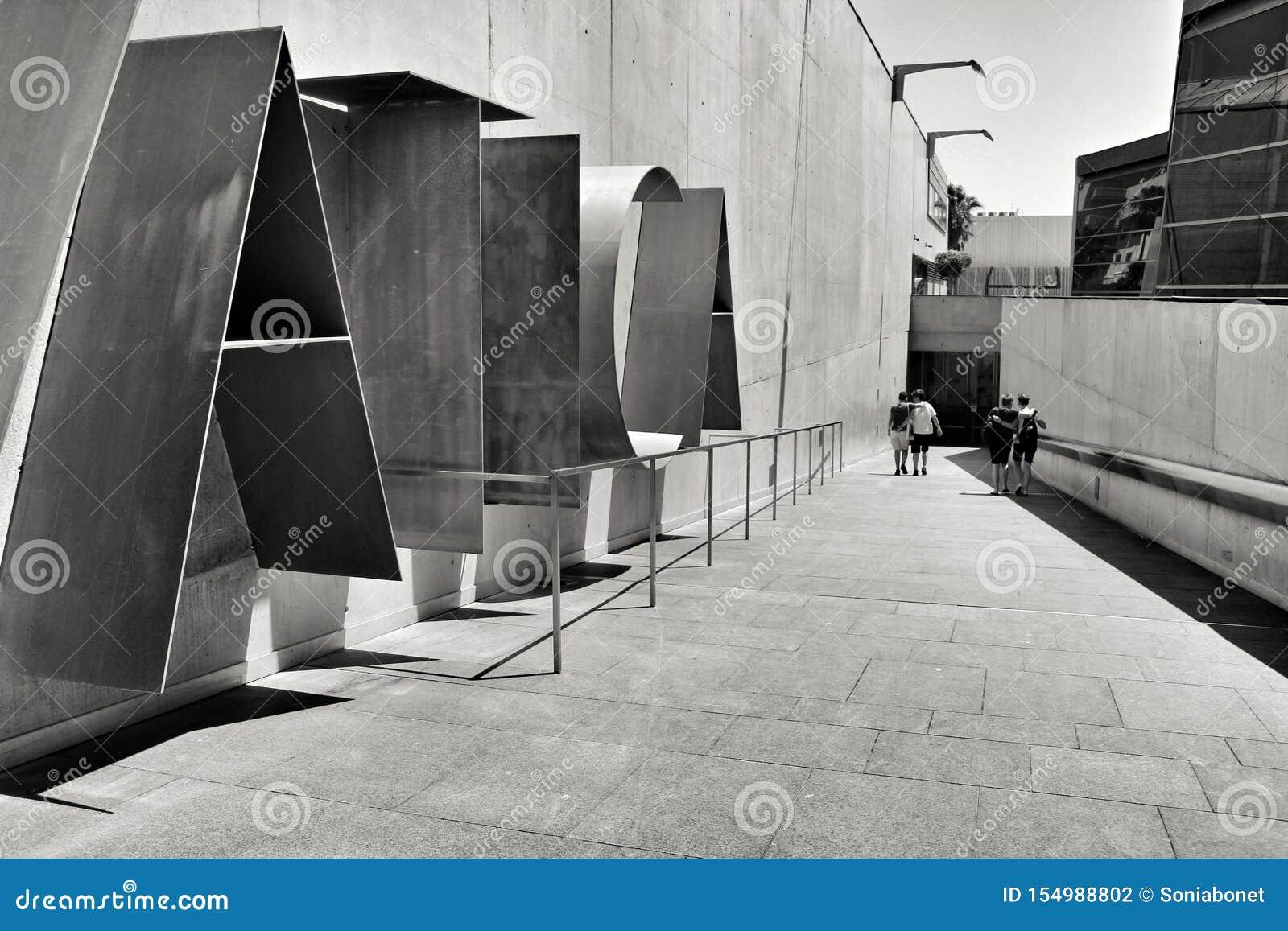 Туристы посещая подводный музей Cartagena
