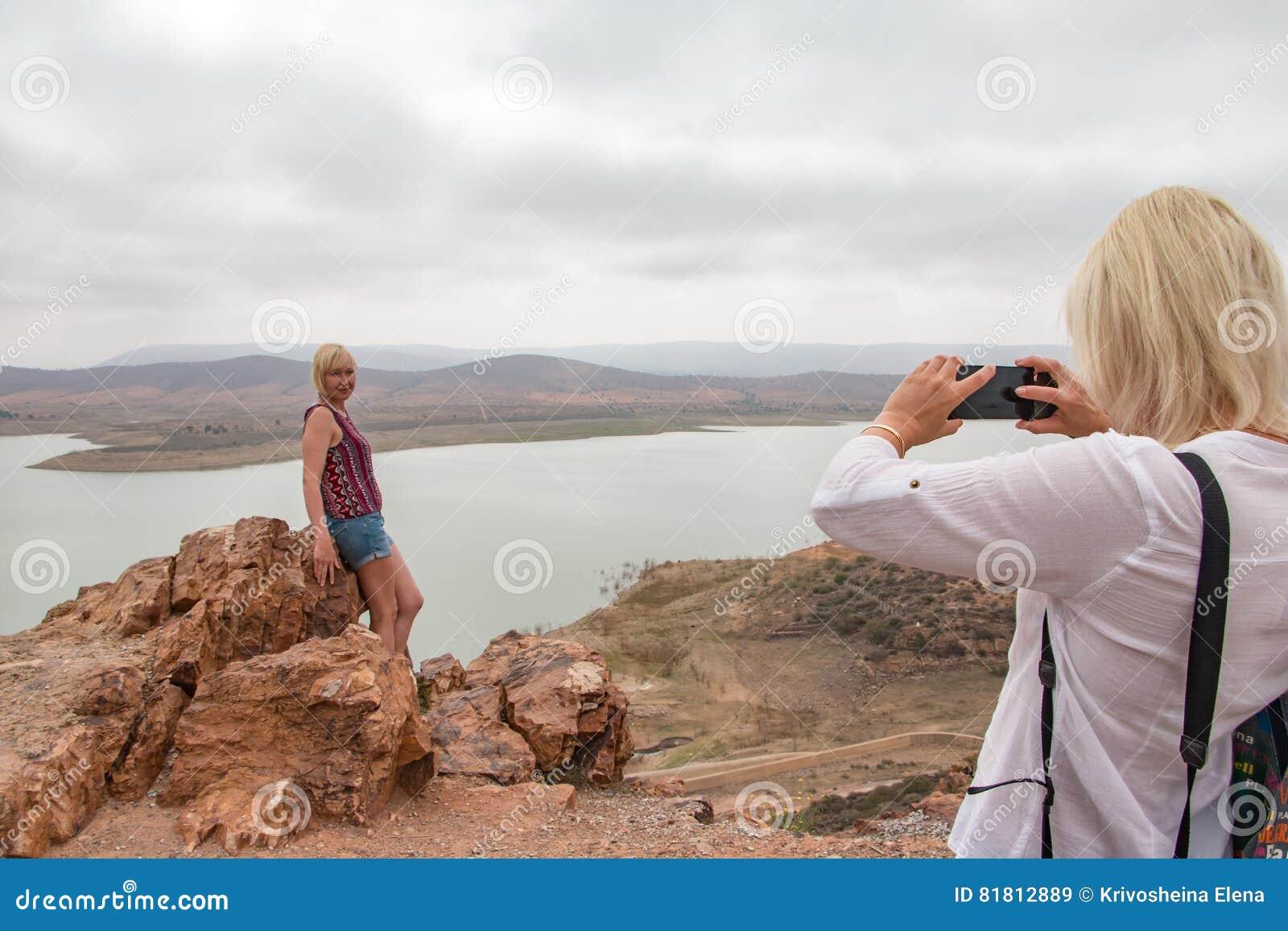 Турист в путешествии через Марокко в области Касабланки в 201