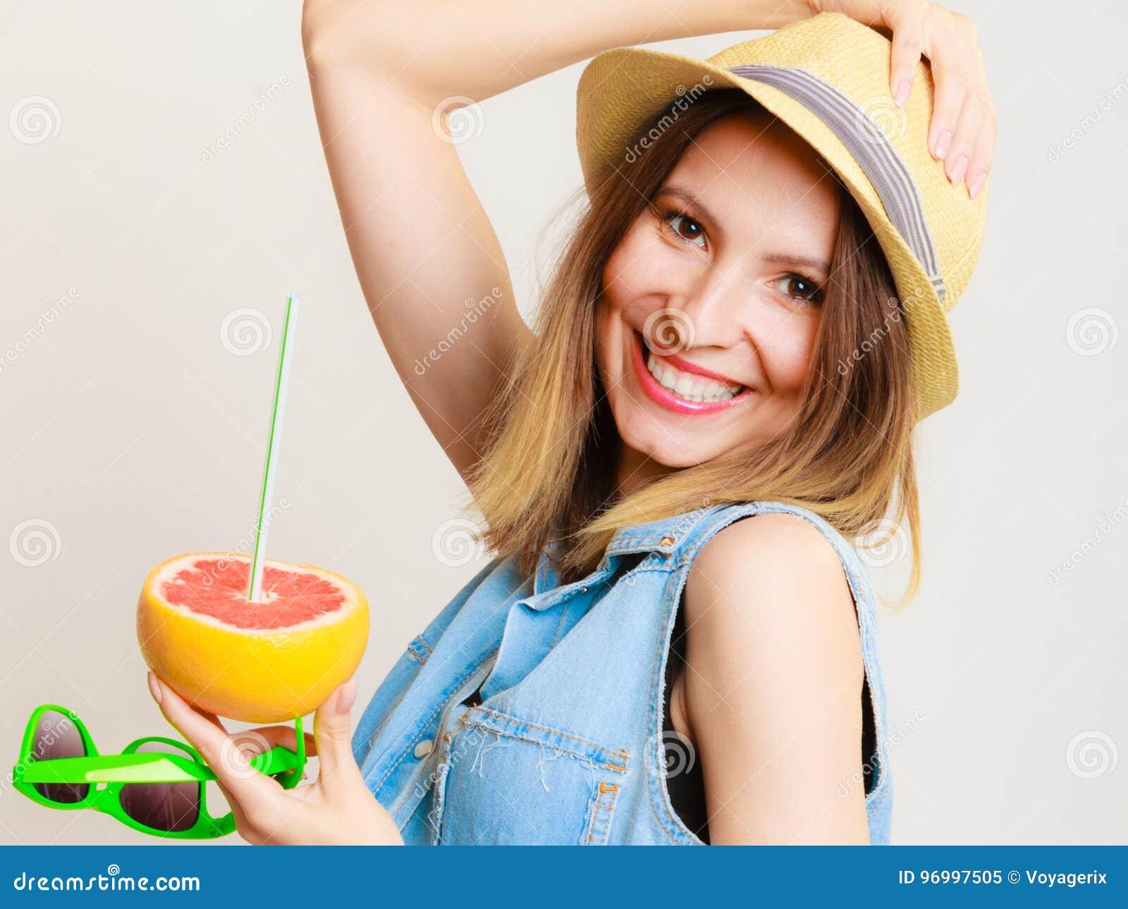 Лето девушки фрукты