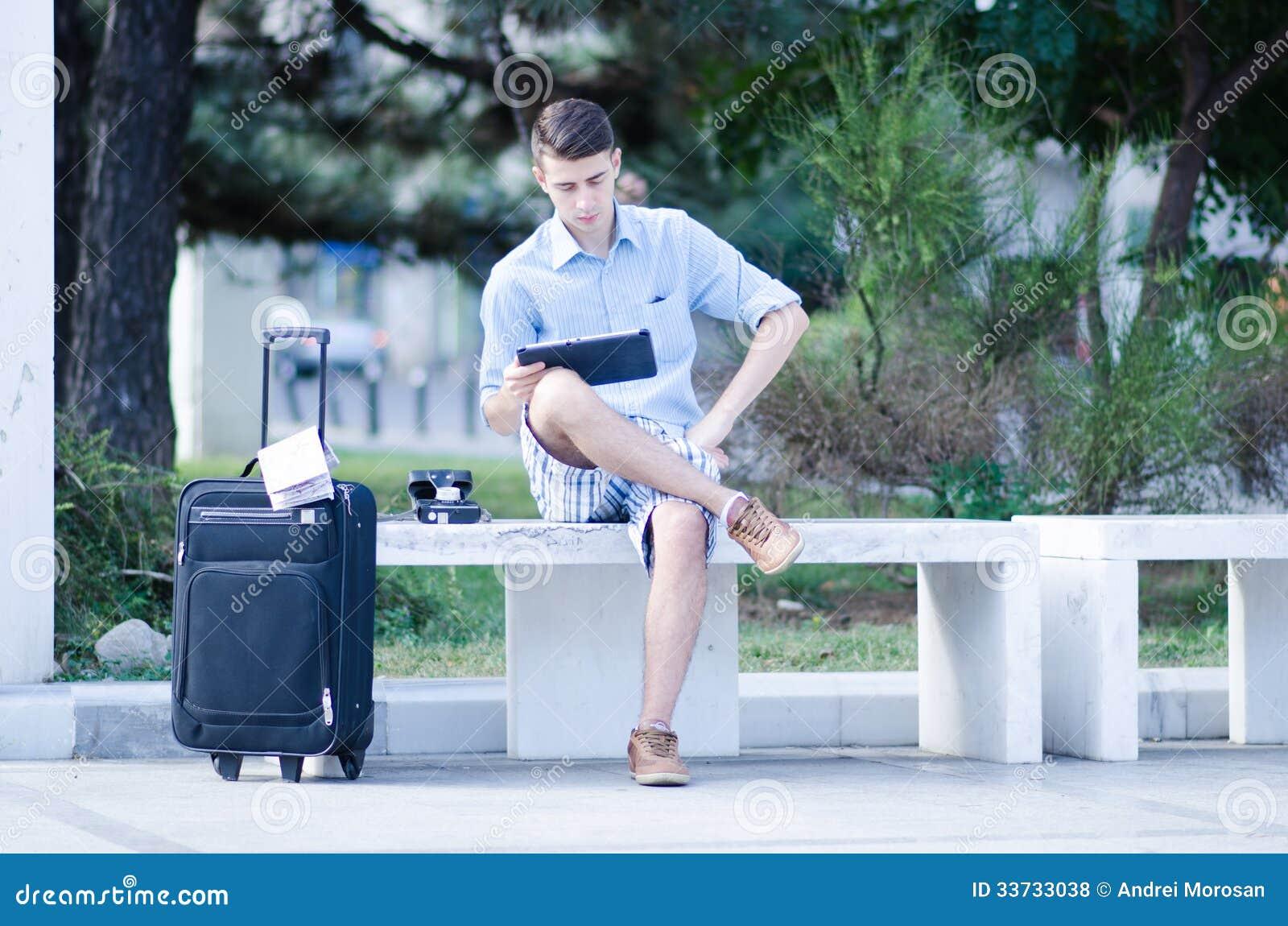 Турист используя таблетку