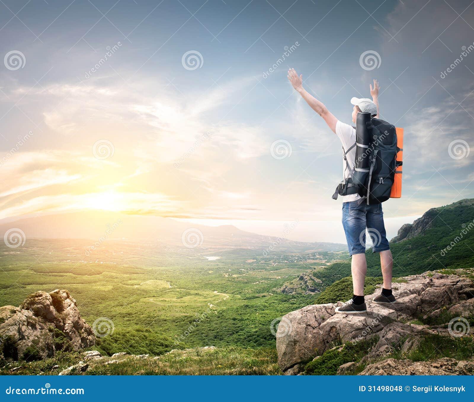 Малюнок туриста з рюкзаком рюкзак wenger оригинал