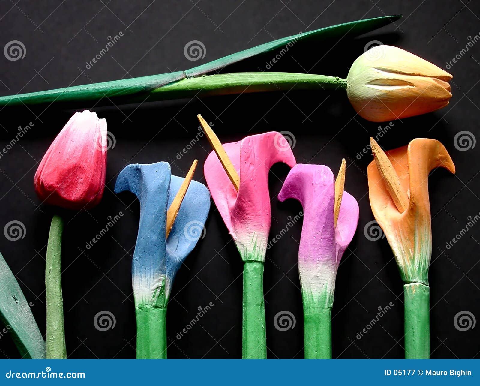 тюльпаны деревянные