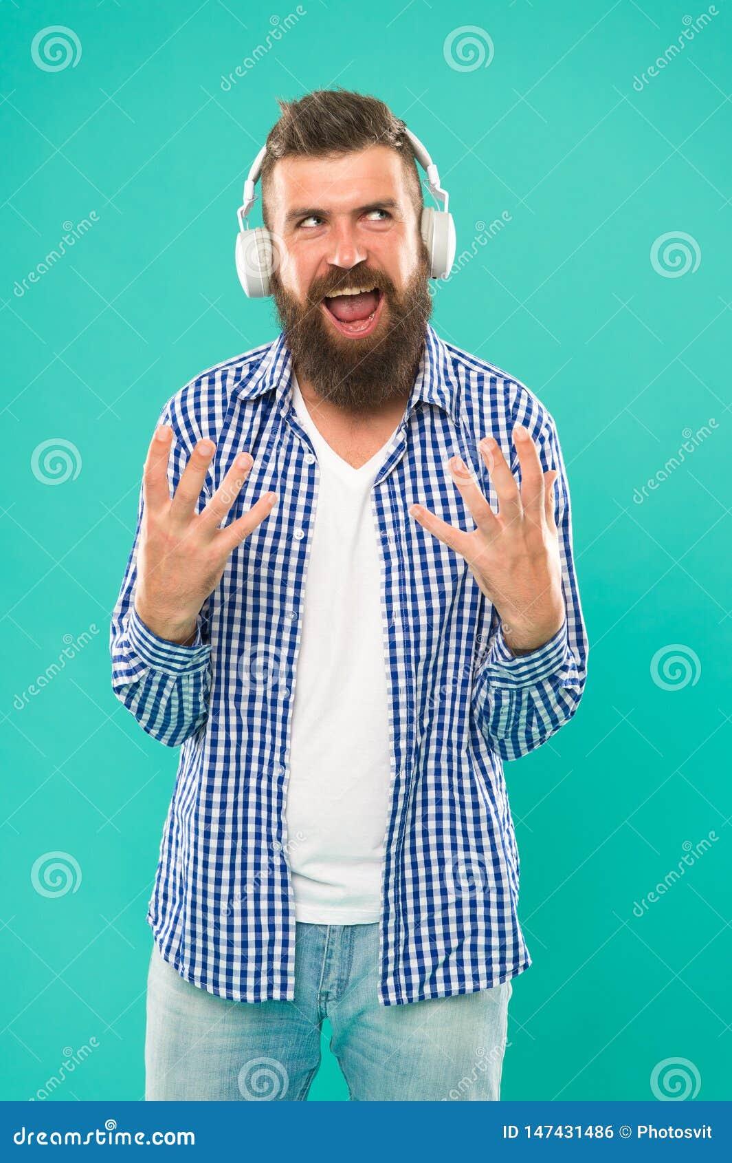 Тяжелый метал и тяжелый рок r Хипстер с музыкой бороды слушая Красивый любитель музыки Человек внутри