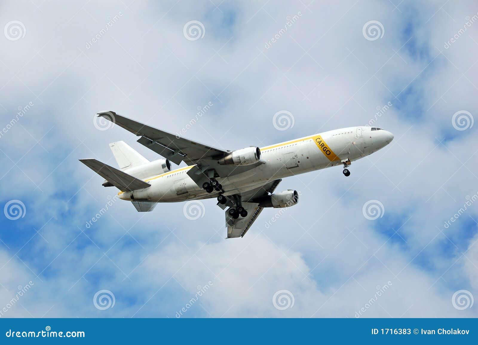 тяжелый реактивный самолет dc 10 грузов