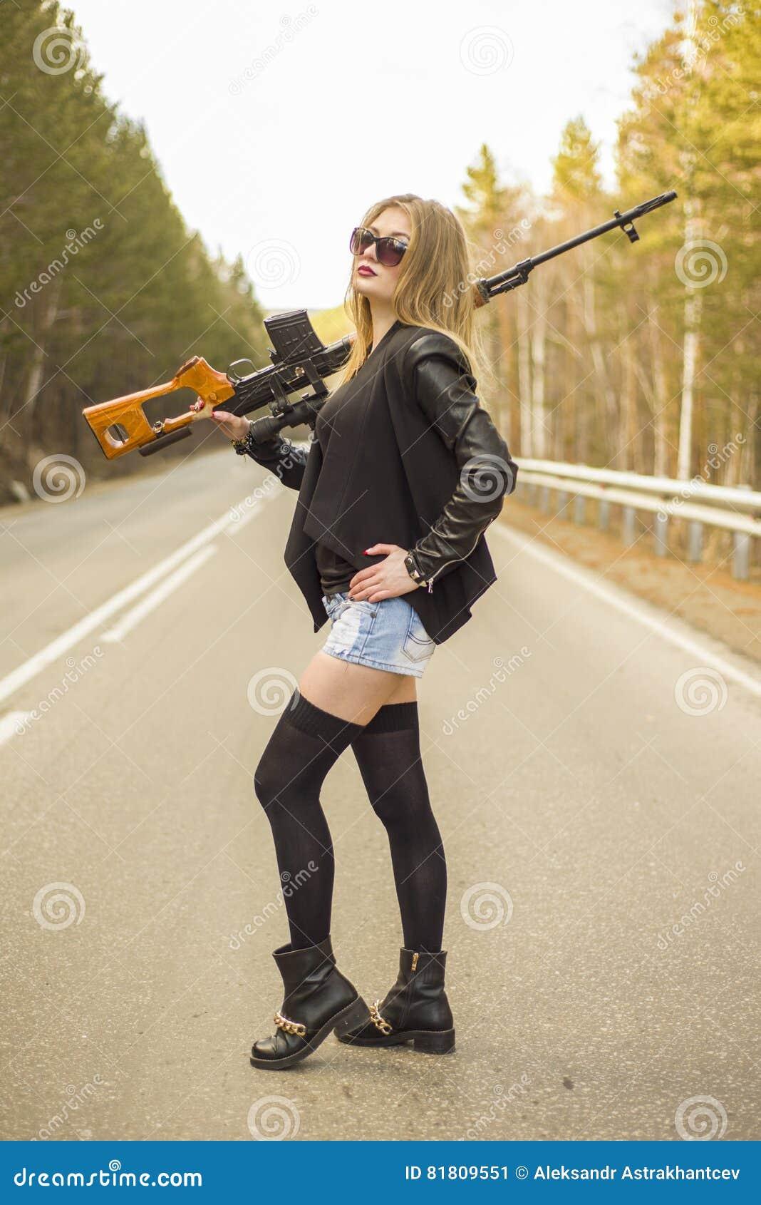 Убийца девушки ждать его жертву на дороге