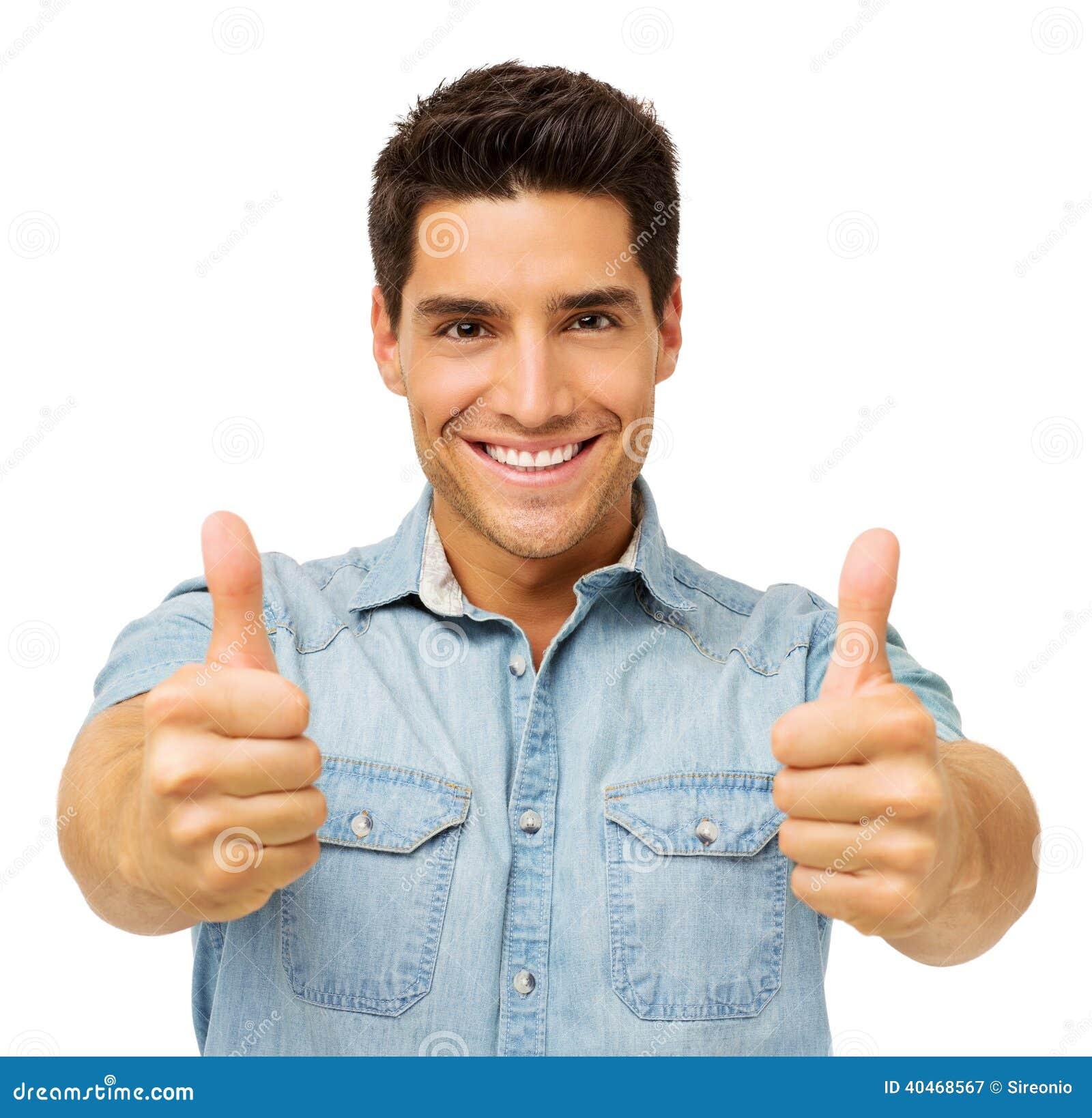 Уверенно молодой человек показывать большие пальцы руки вверх