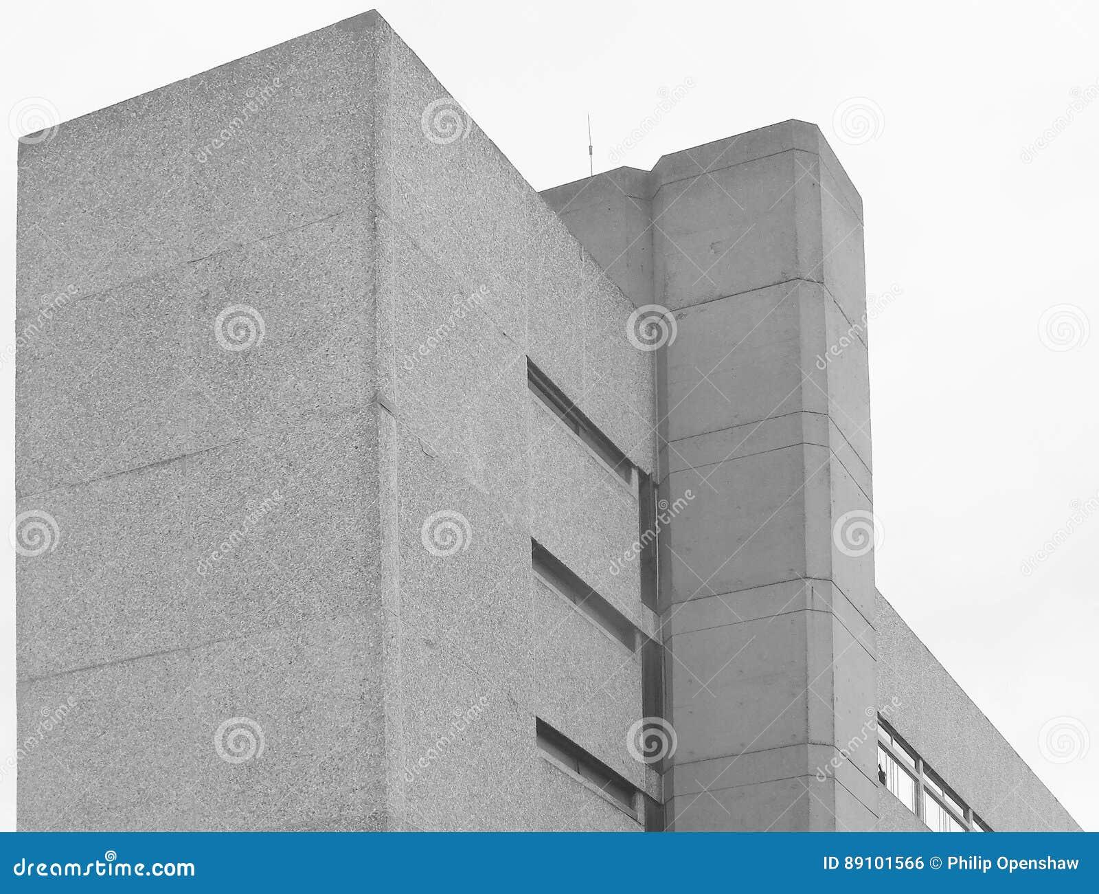 Угол - бетонное здание