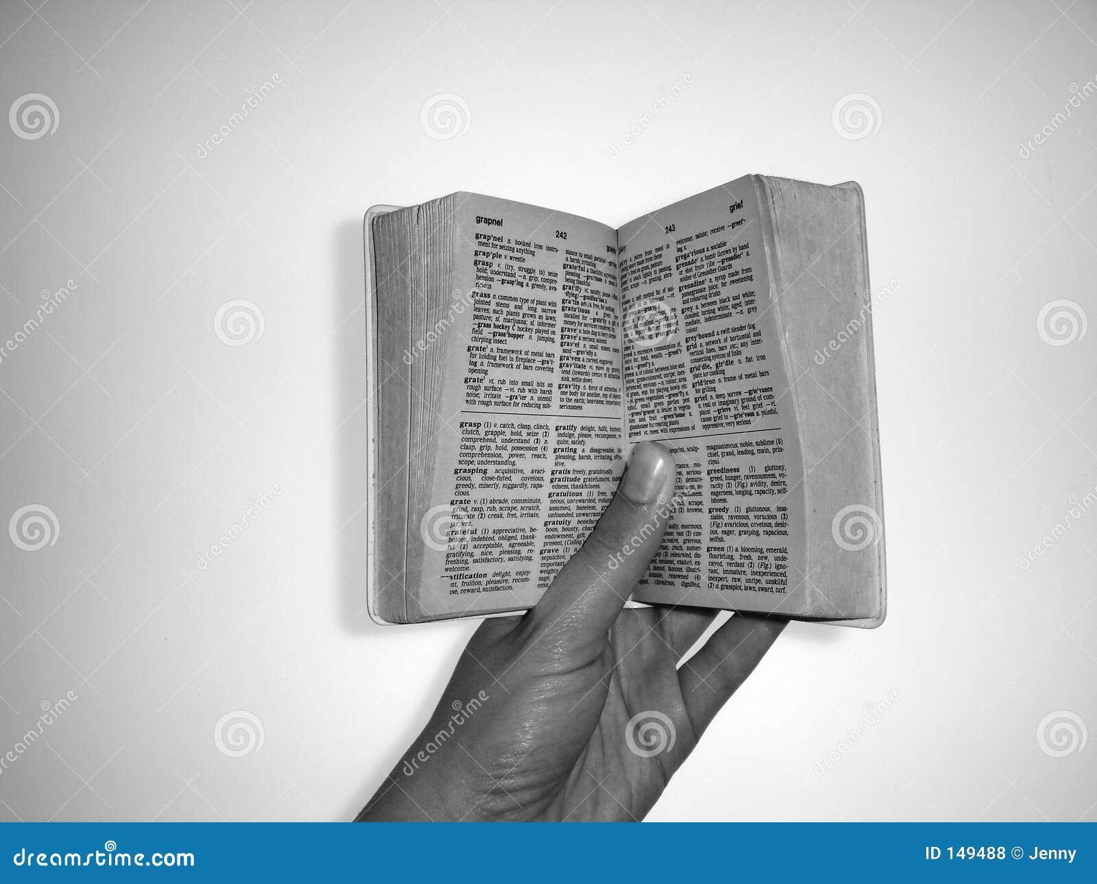 удерживание книги открытое
