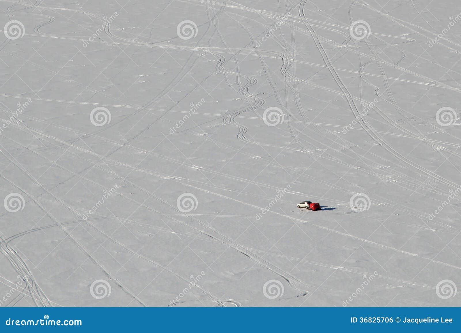 Уединённое озеро Altoona Висконсин рыболова льда