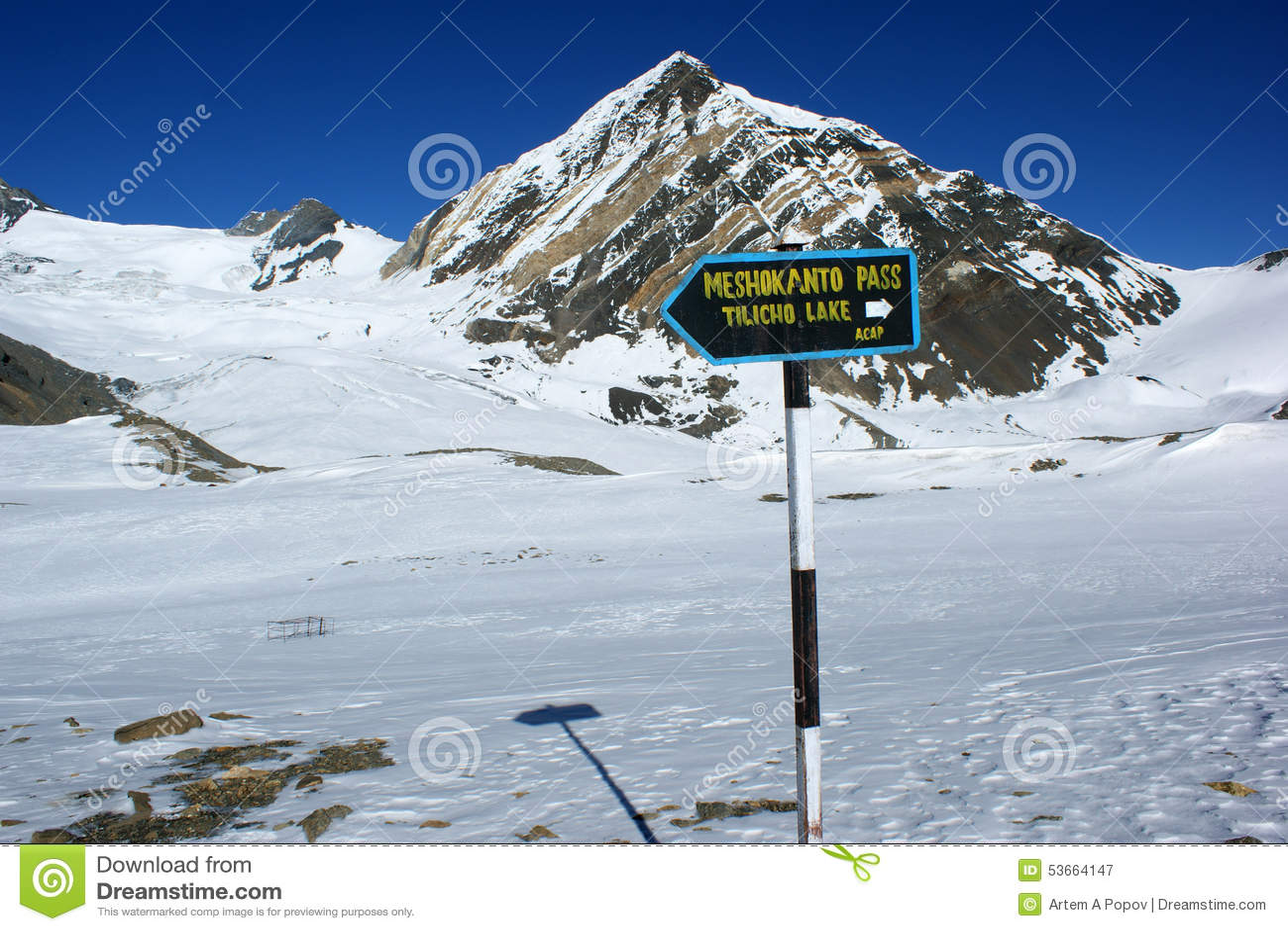 Указатель к перекресткам к пропуску Meshokanto, зоне Annapurna, Непалу
