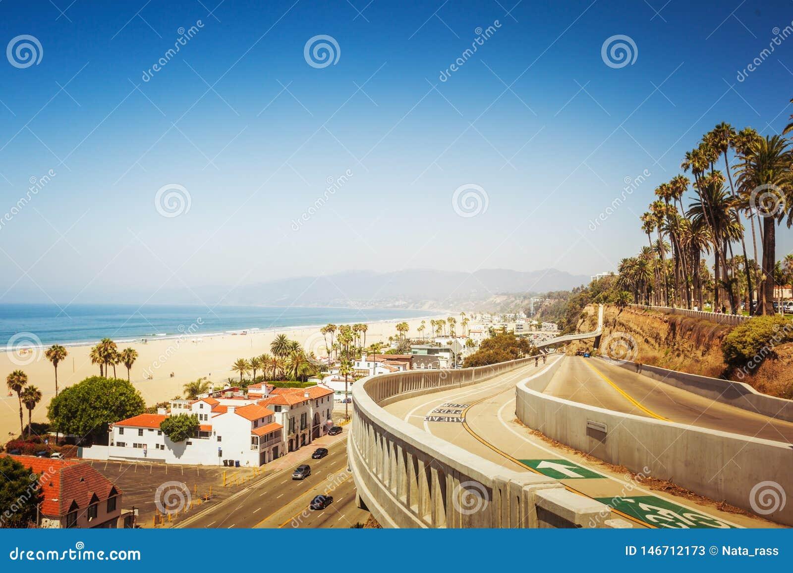 Уклон Калифорния в Санта-Моника