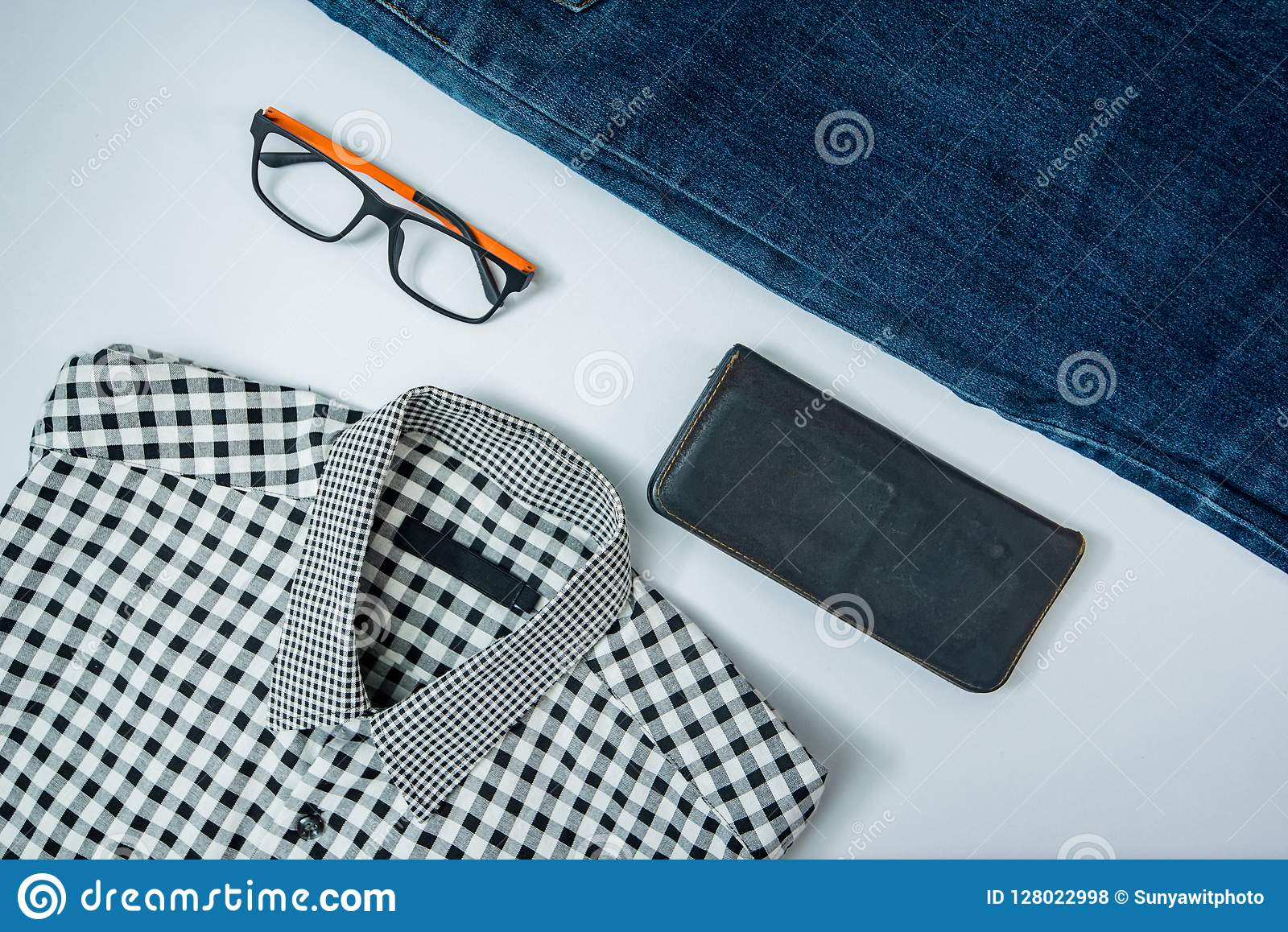 укомплектуйте личным составом вскользь обмундирования аксессуары моды изолировали белизну, (рубашка, je