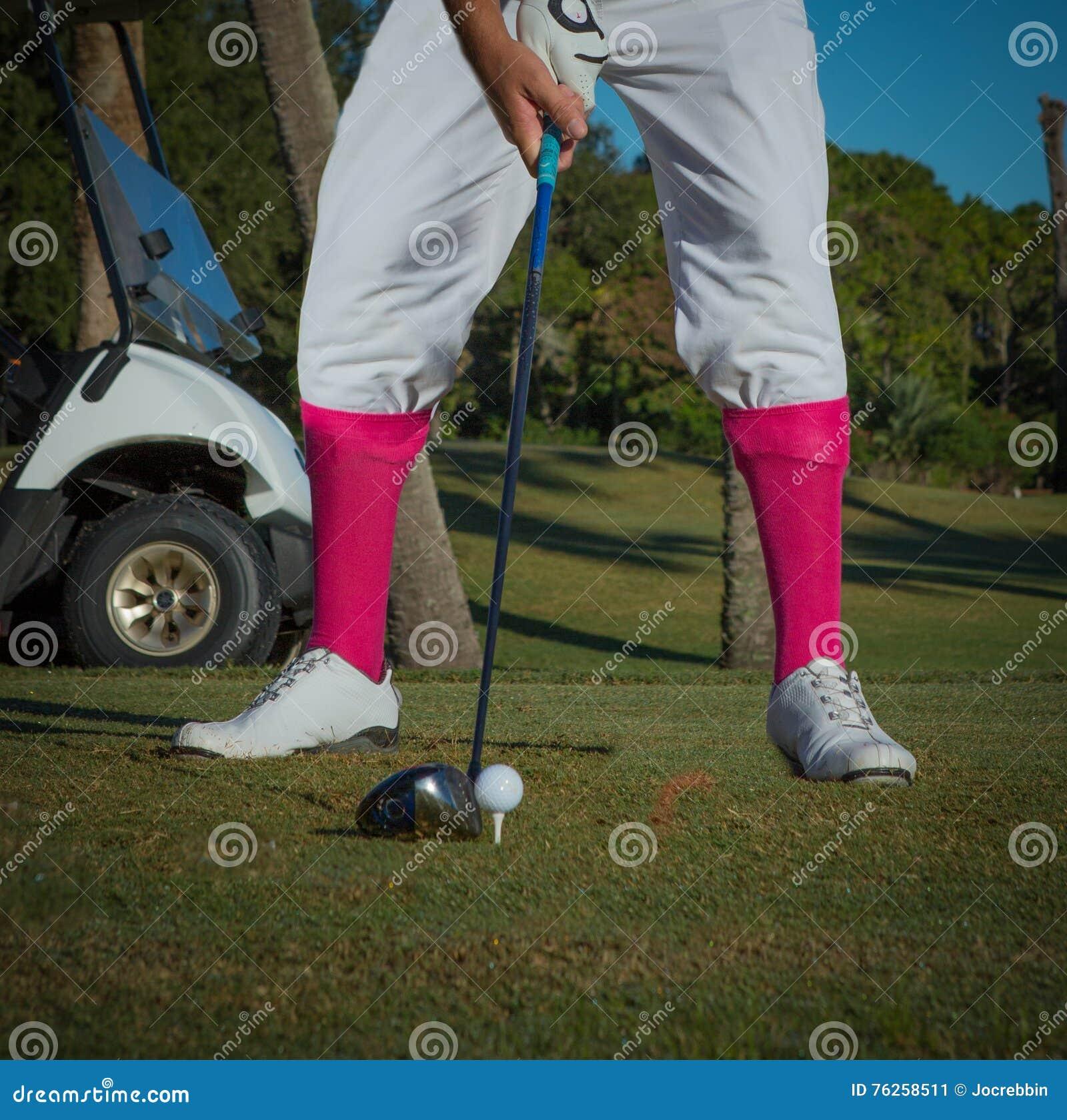 укомплектуйте личным составом обмундирование ` s винтажное играя в гольф с розовыми носками