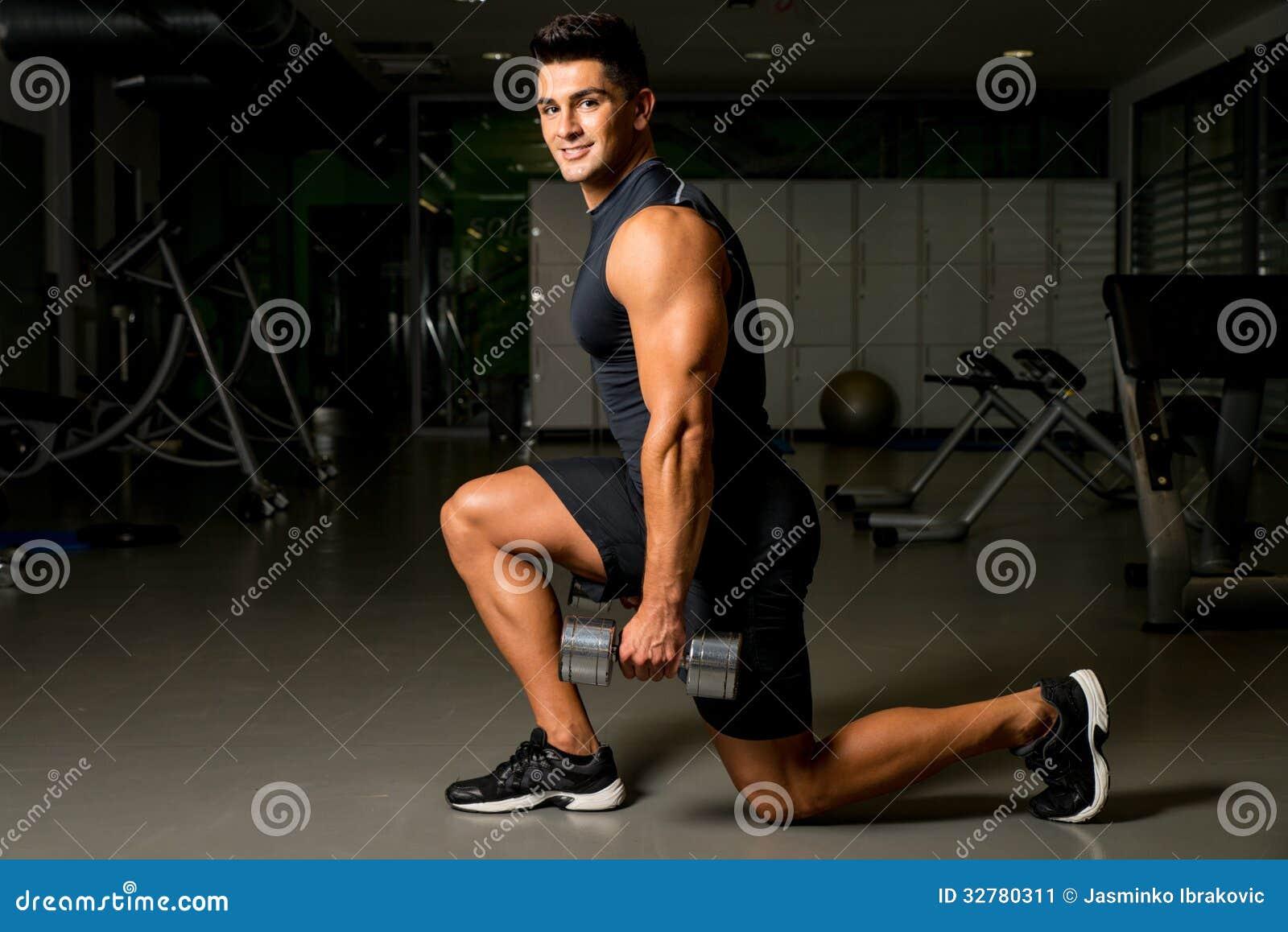 Укомплектуйте личным составом тренировку веса тренировок здания тела позиции разминки