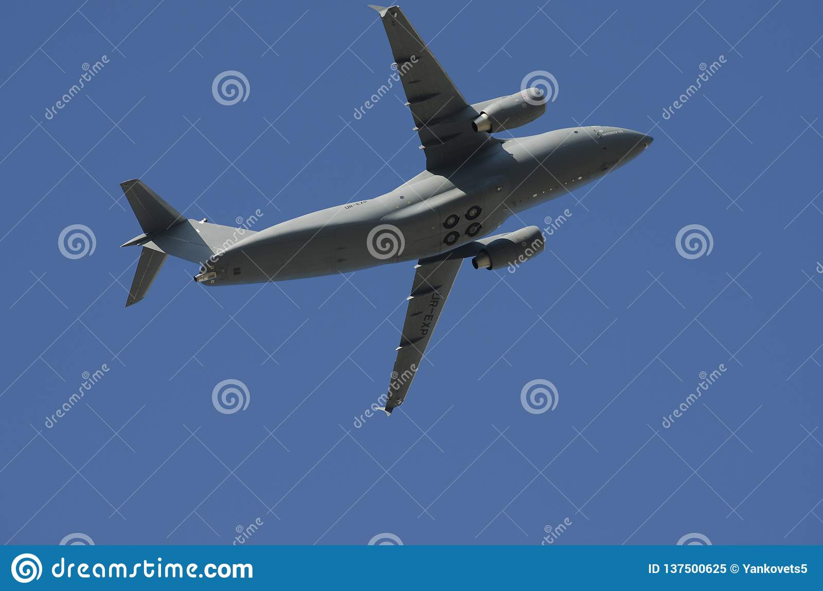 Украинские военные самолеты в небе над Киевом Год 24-ое августа 2018 парада Дня независимости Украины