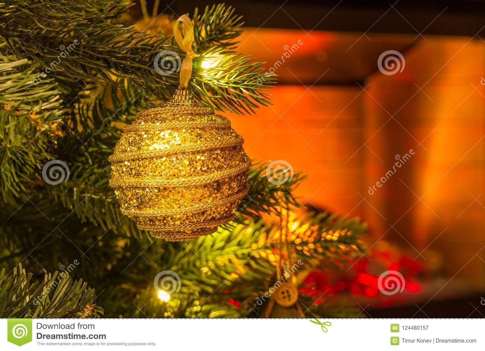 Украшение дерева Нового Года Конец-вверх ветви рождественской елки