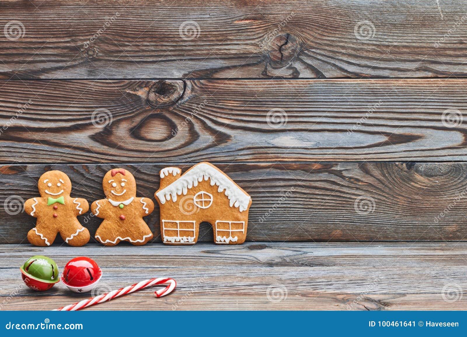 Украшение рождества домодельные, дом пряника и пары - человек и женщина
