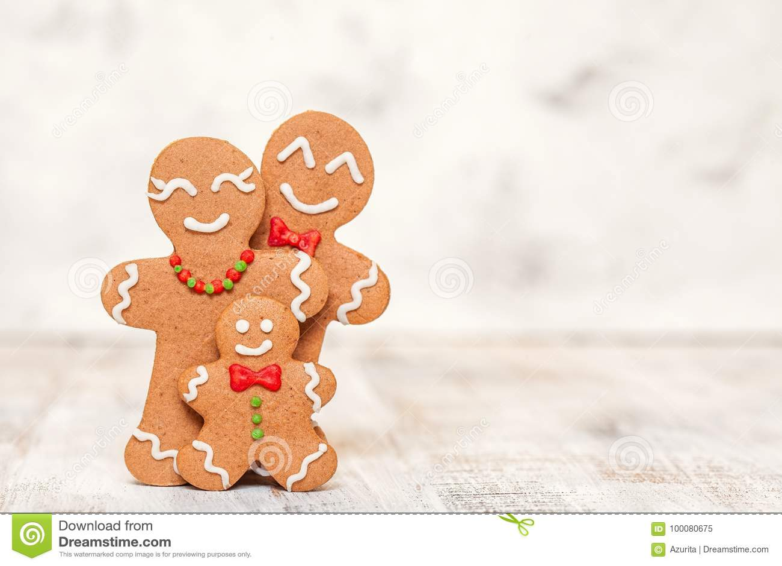 Украшение рождества с счастливой семьей человека пряника