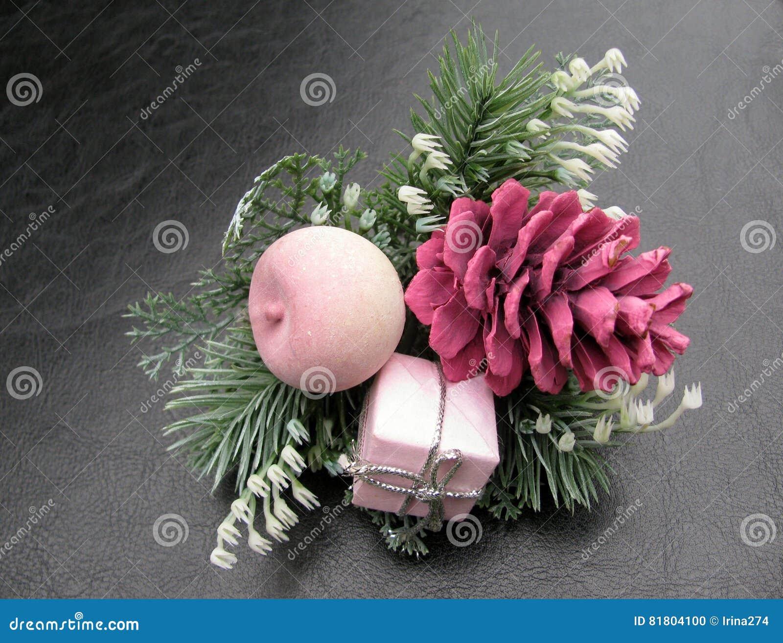 Украшения конуса сосны рождества розовые
