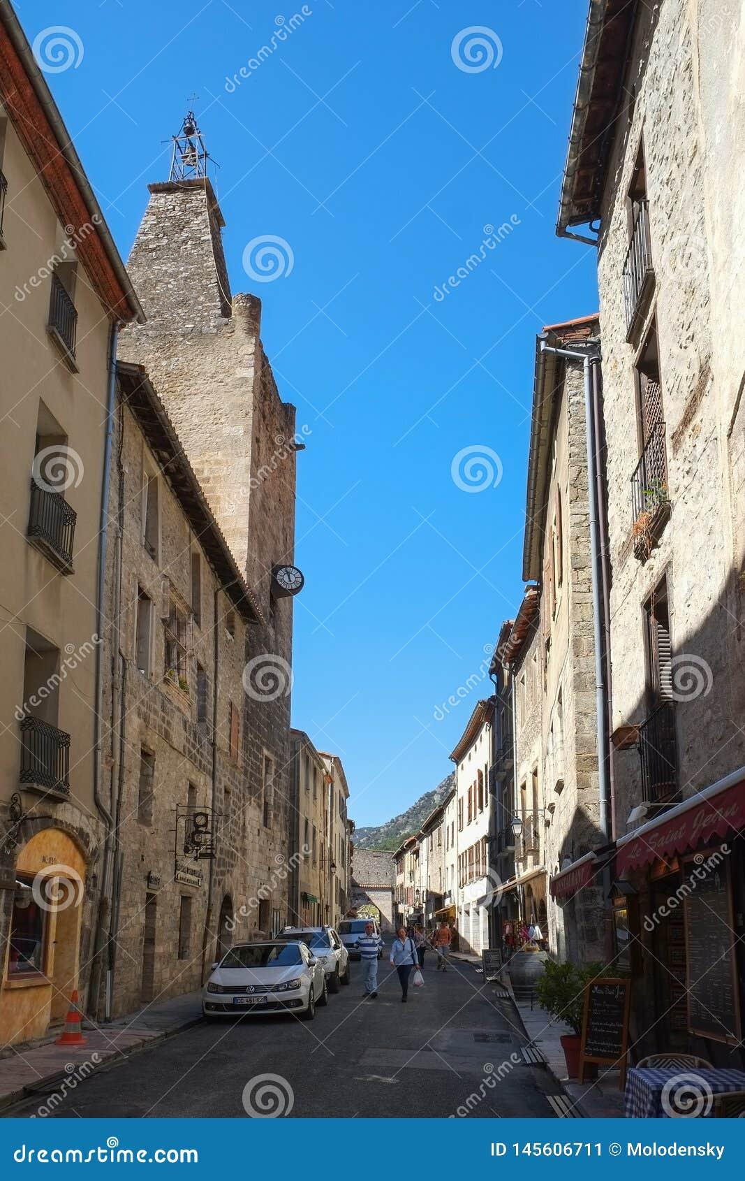 Улица в Villefranche-De-Conflent, Лангедок-Русильоне, Франции