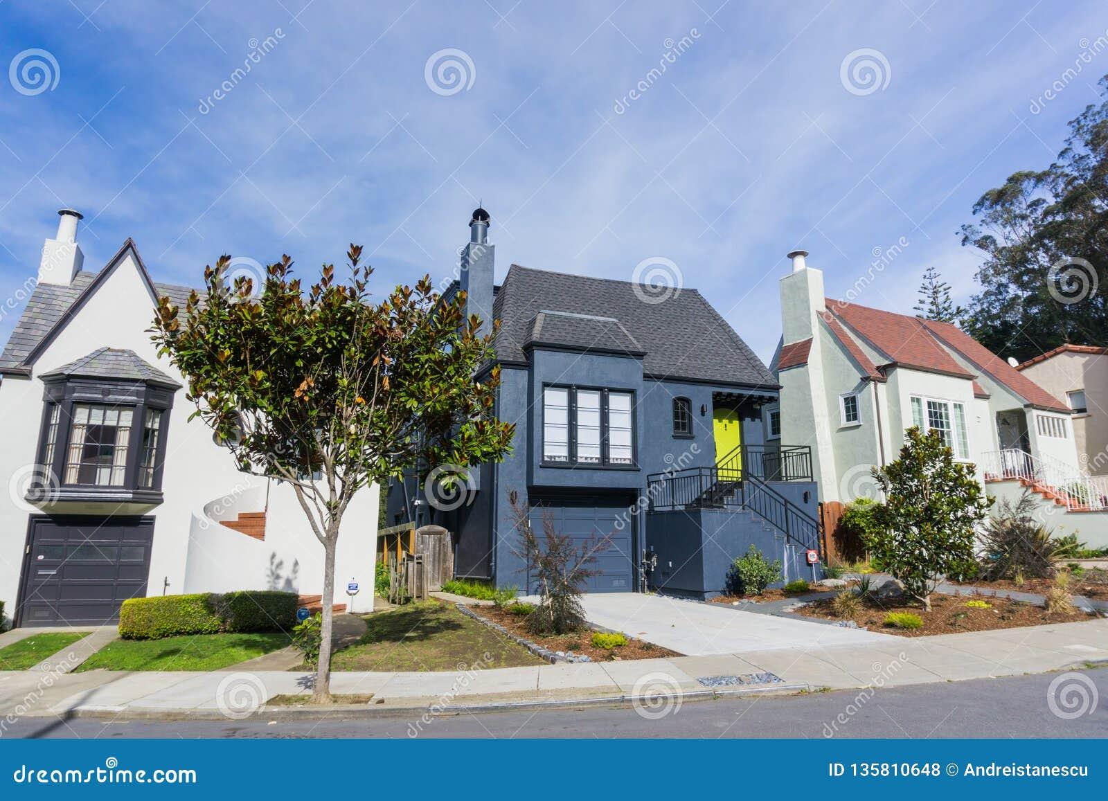 Улица и дома в жилых холмах Сан-Франциско, Калифорния