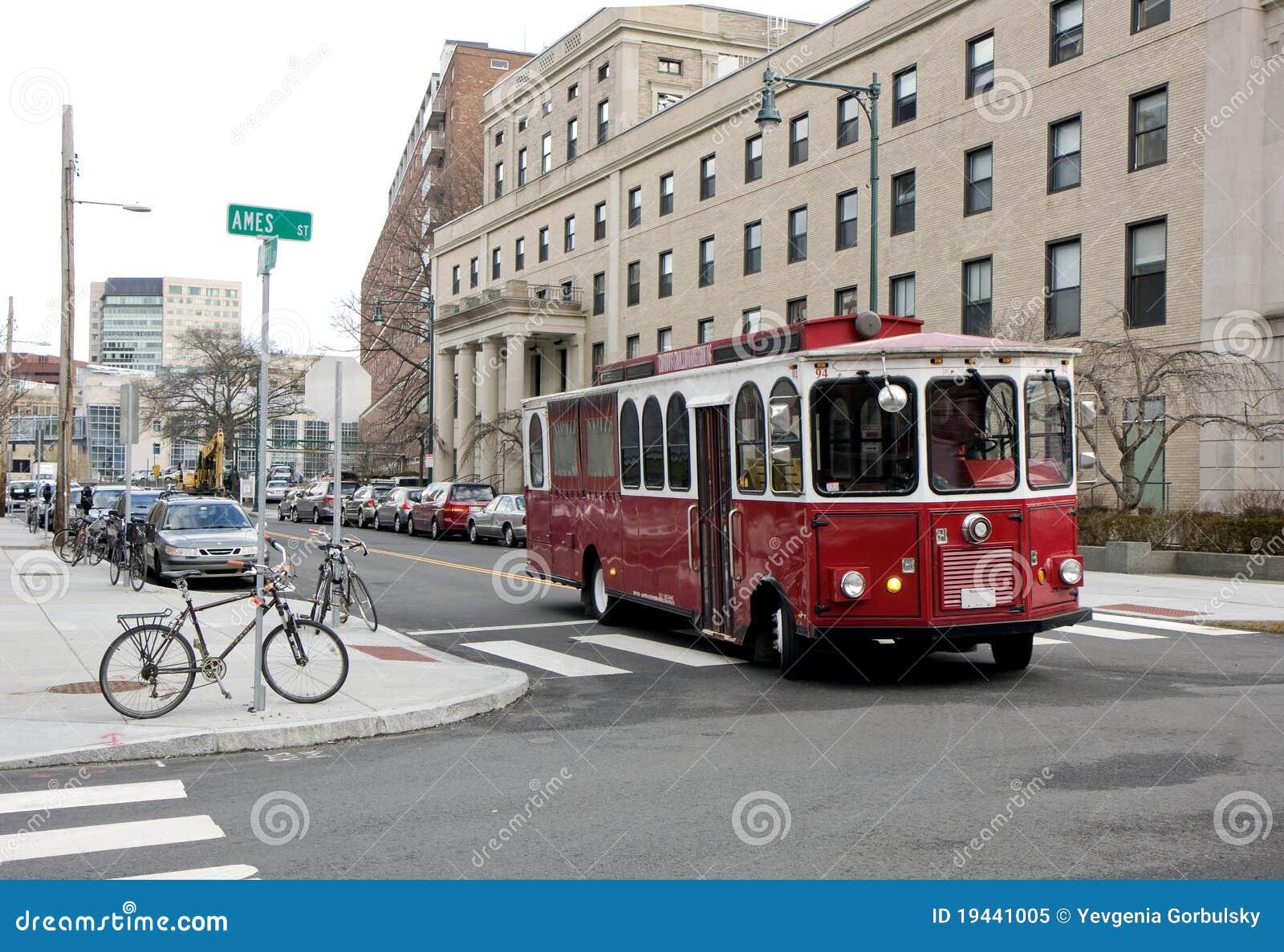 улица красного цвета cambridge шины