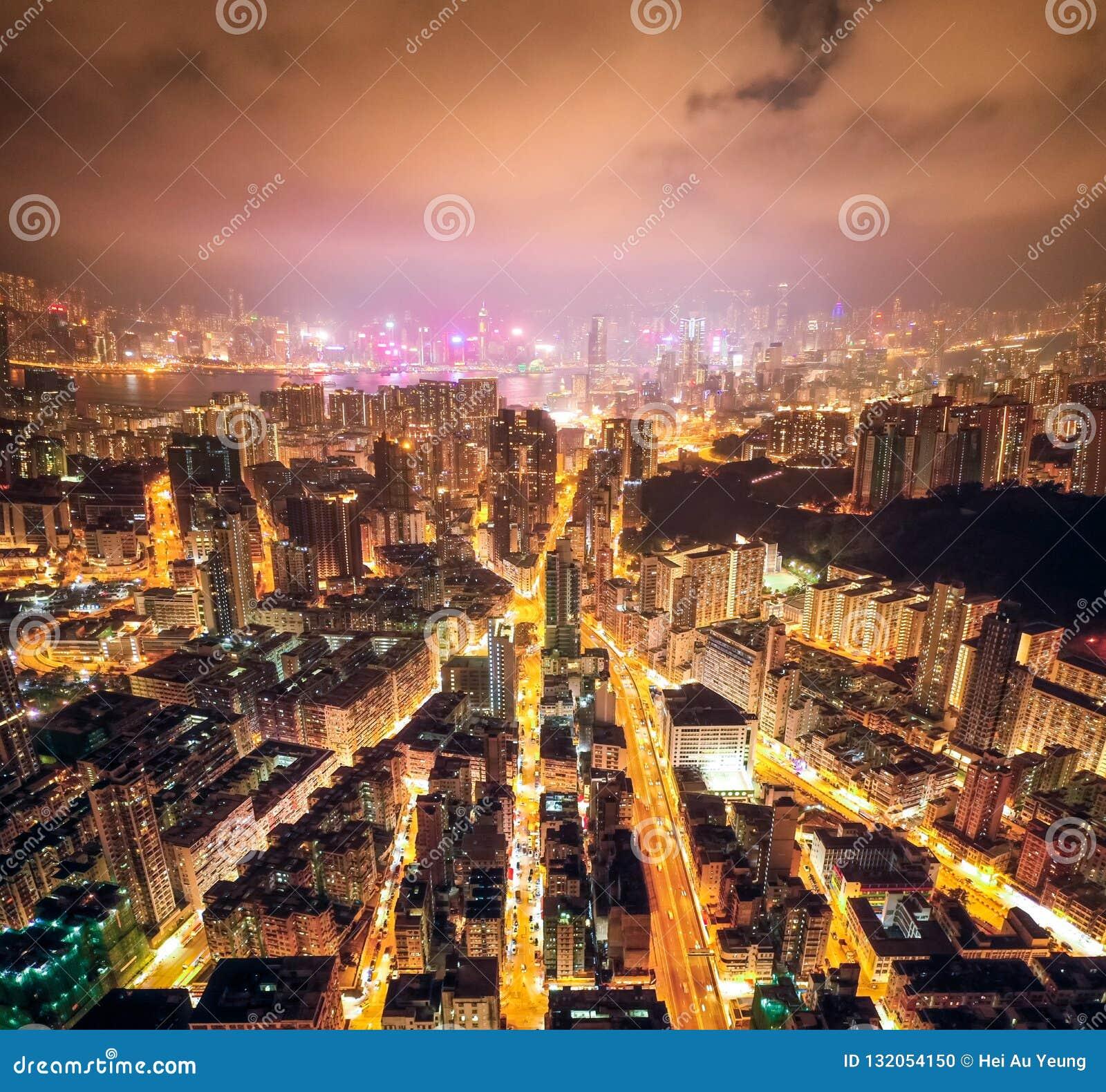 Улица ночи в Kowloon, Гонконге