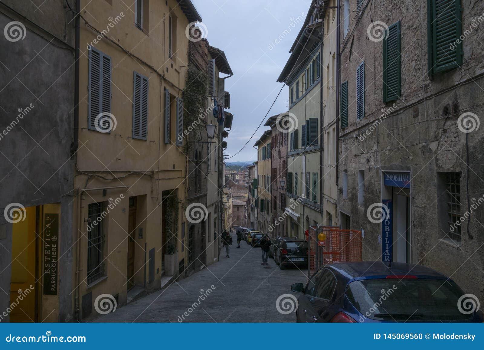 Улица Сиены, Италия