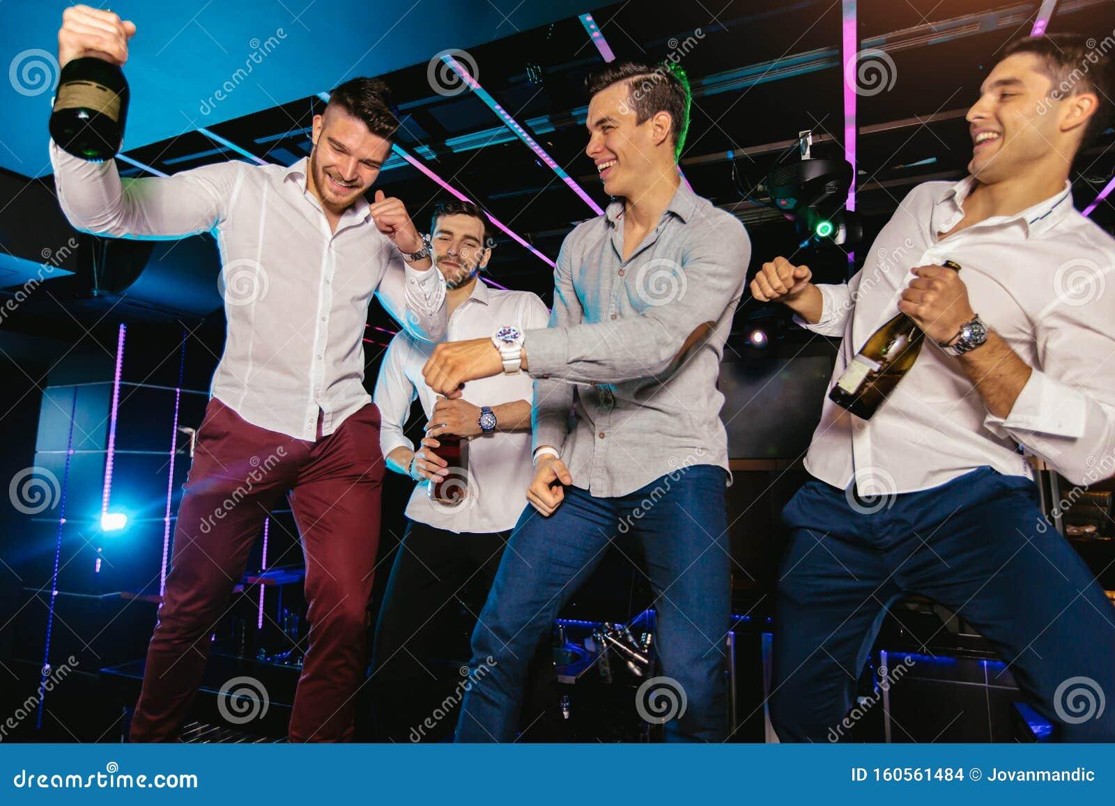 Фотографии мужчин в ночных клубах ночные клубы краснодара потанцевать