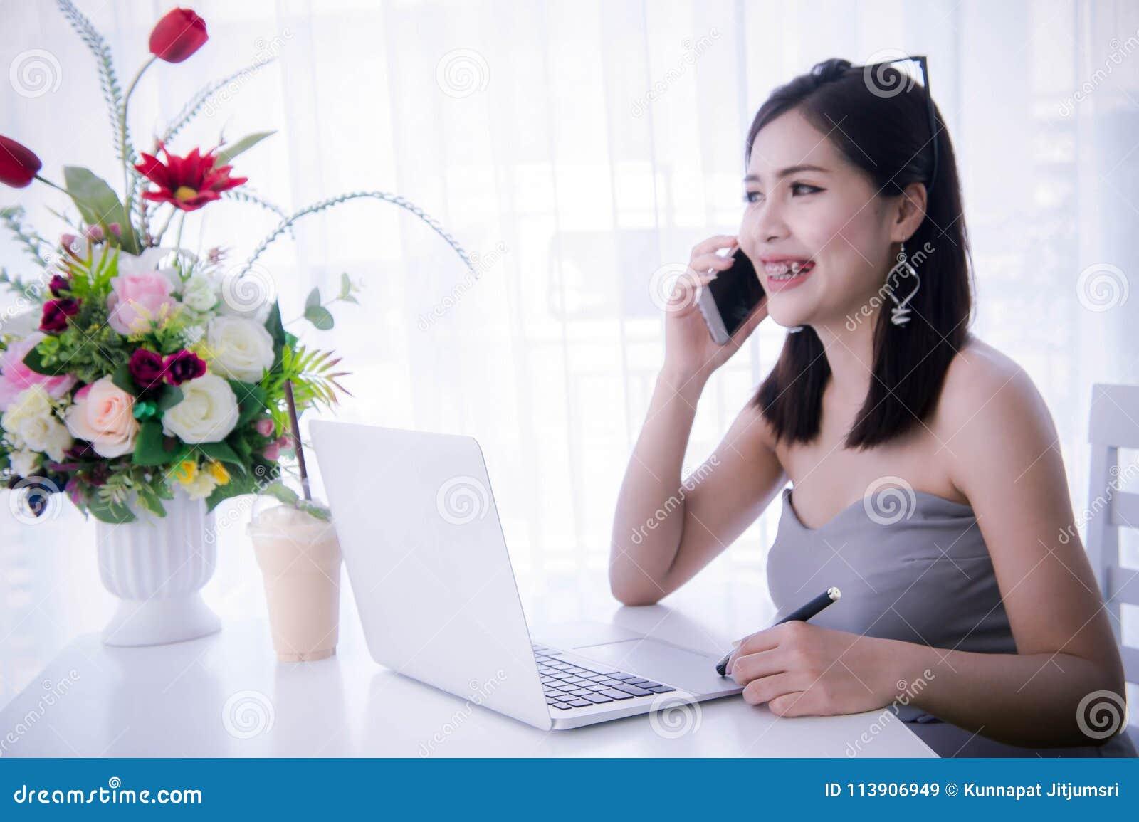 девушки на работе телефон