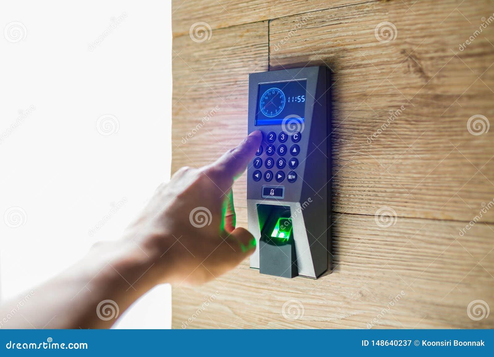 Умный домашний вход пароля клавиатуры Человеческий отжимать руки комбинация кода защиты для того чтобы открыть дверь