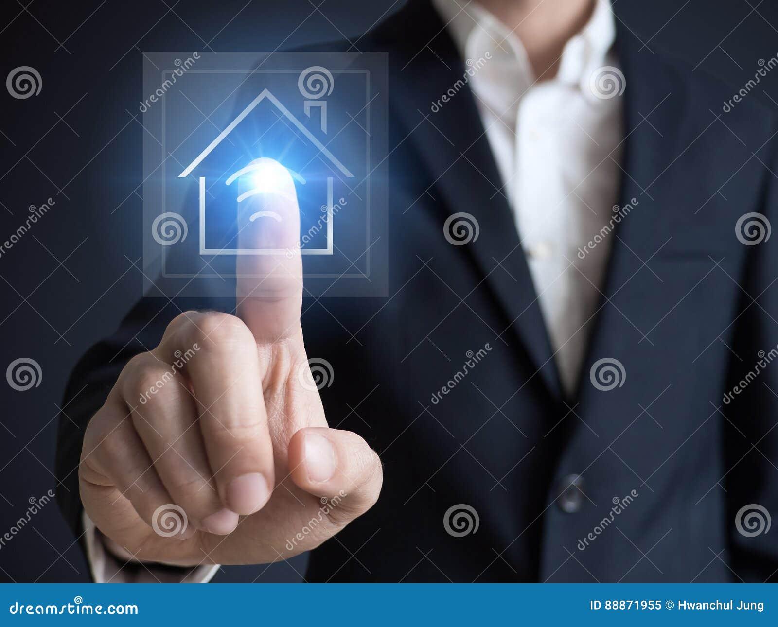 Умный дом, умный дом и концепция домашней автоматизации Символ дома и беспроволочного сообщения