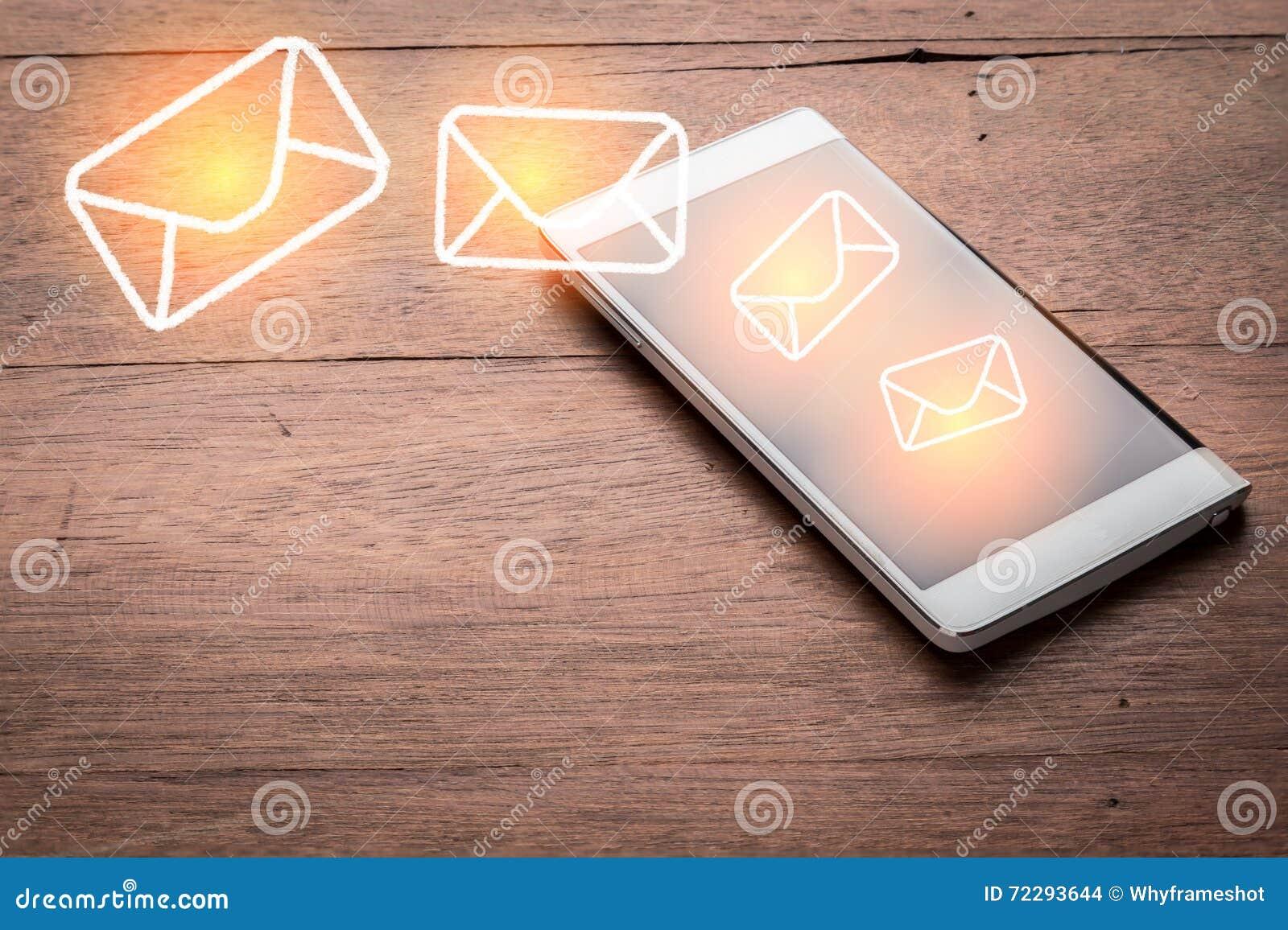 Download Умный телефон с значком сообщения хлопает вне Jpg Стоковое Фото - изображение насчитывающей дисплей, рука: 72293644