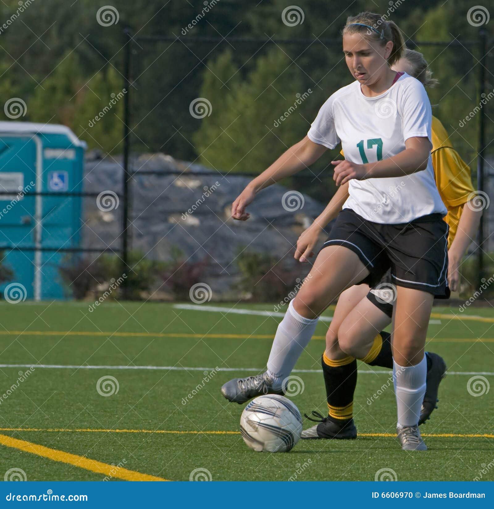 университетская спортивная команда футбола 17 девушок