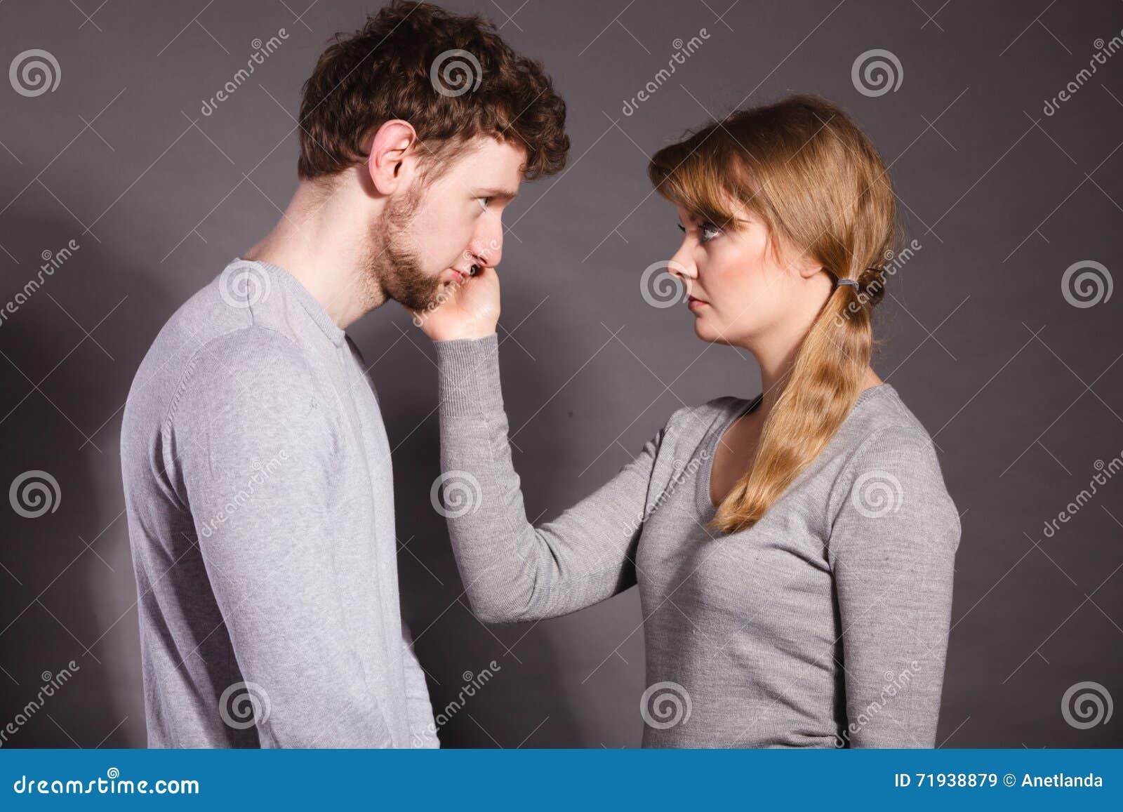 Унылый подавленный портрет пар